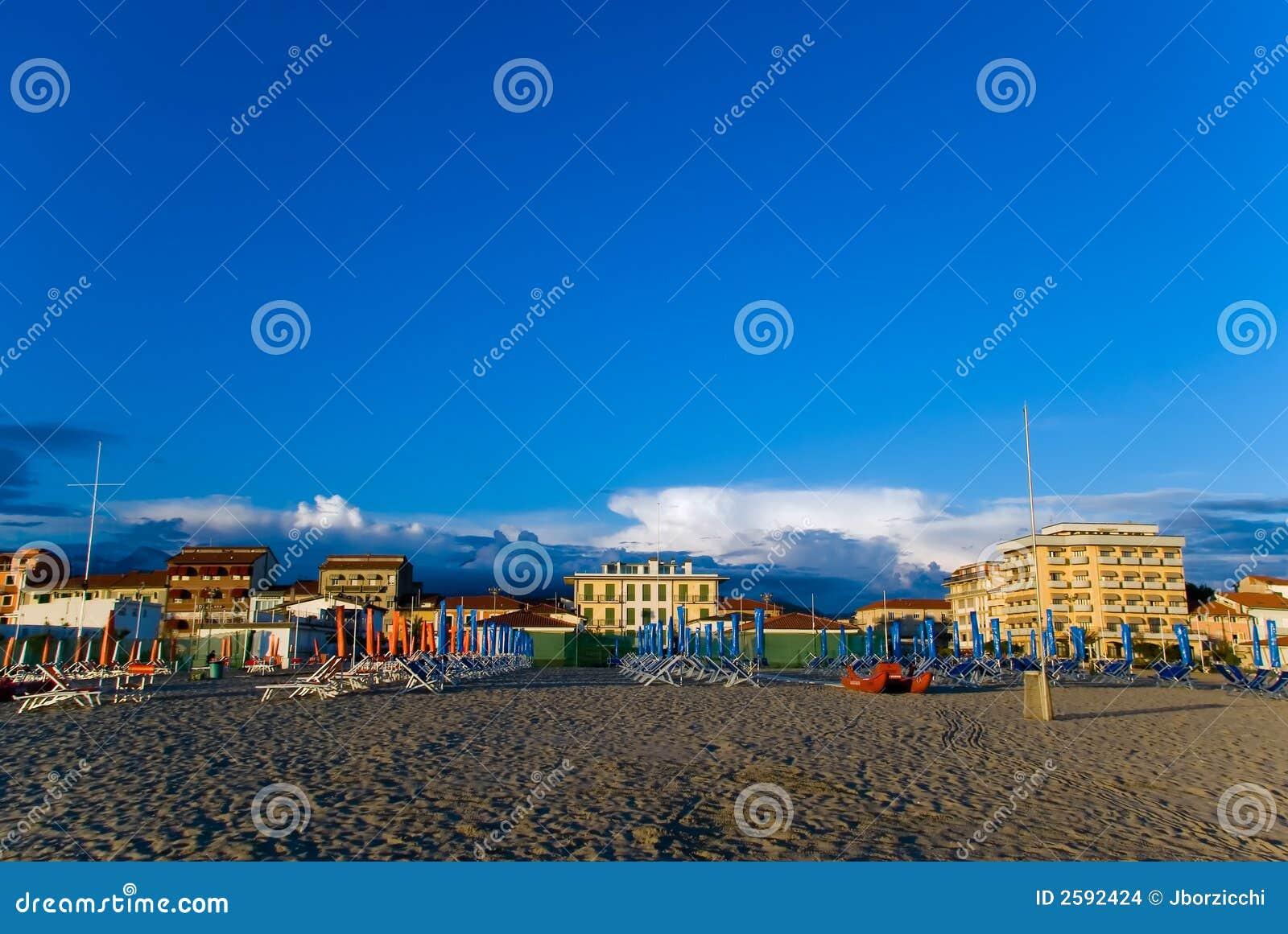 Zandig strand, Toscanië