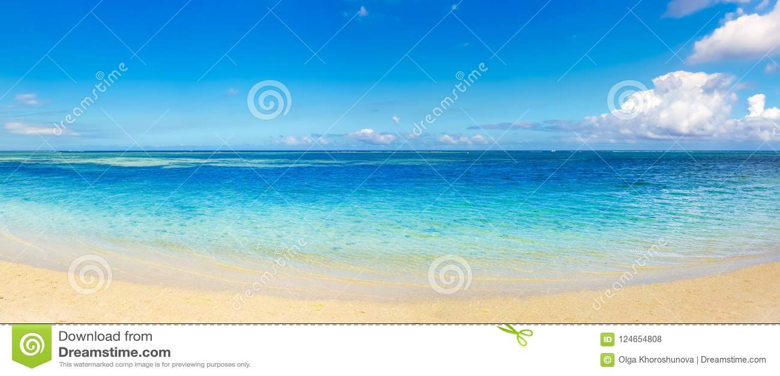 Zandig tropisch strand Mooi landschap Panorama