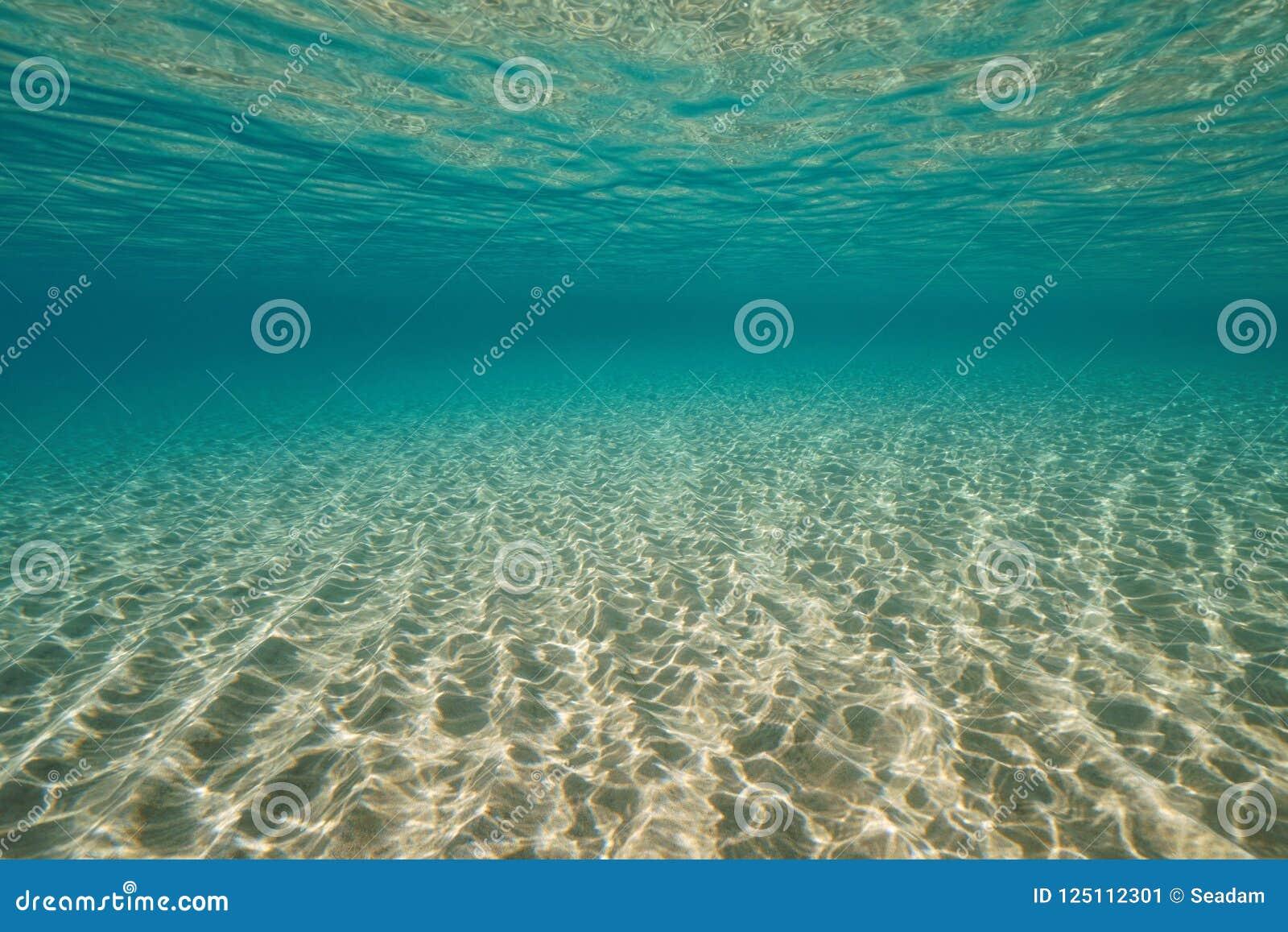 Zandige bodem en waterspiegel onderwateroverzees