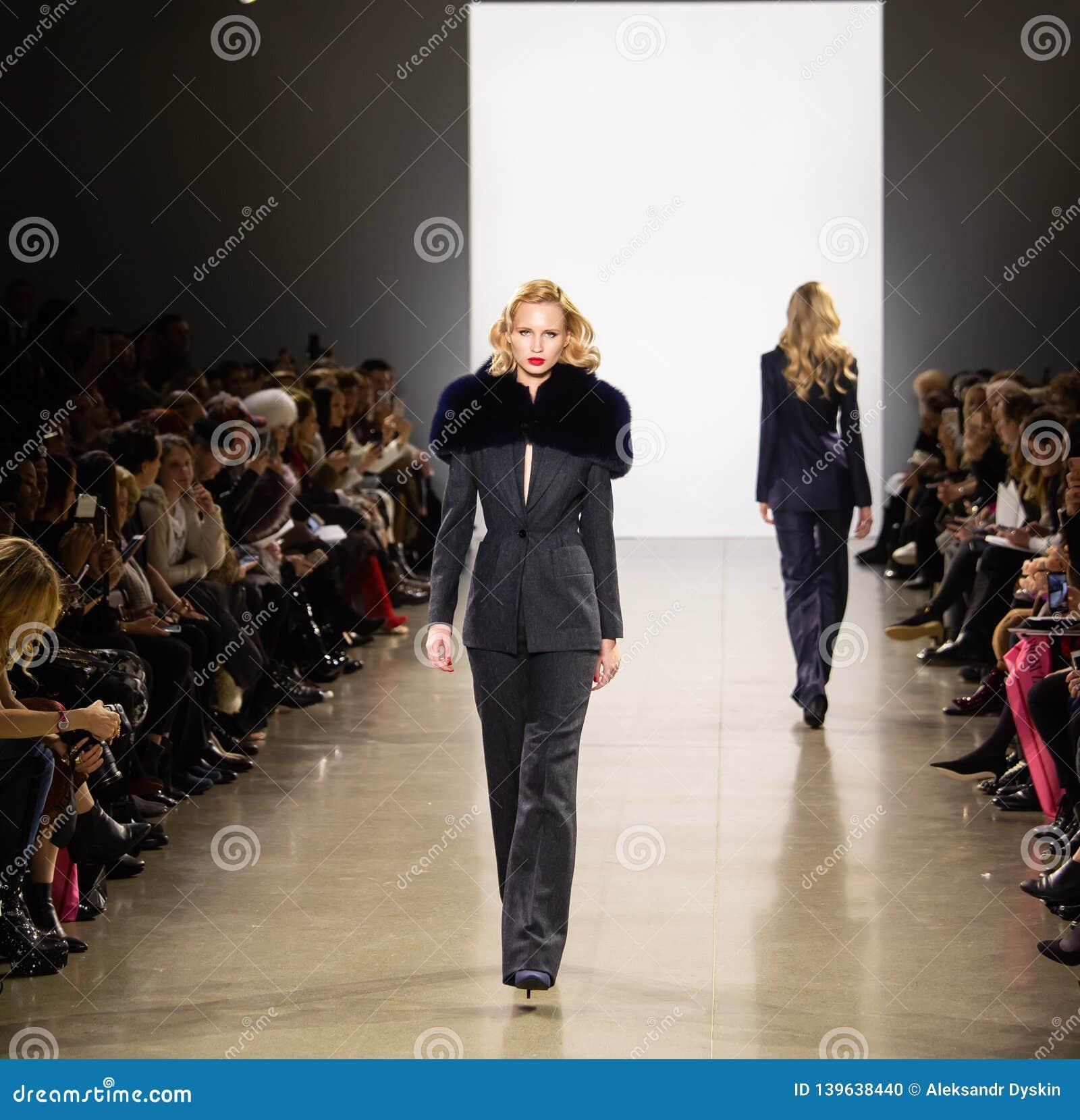 Zang Toi FW19 landningsbanashow som delen av där New York Fashion Week