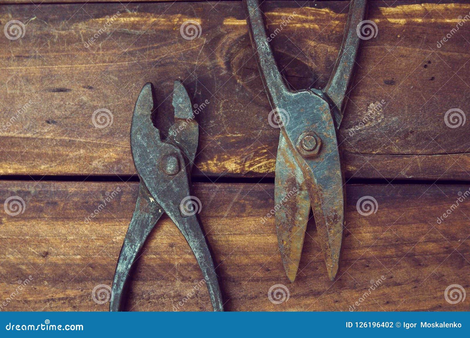 Zangen und Scheren für Metall