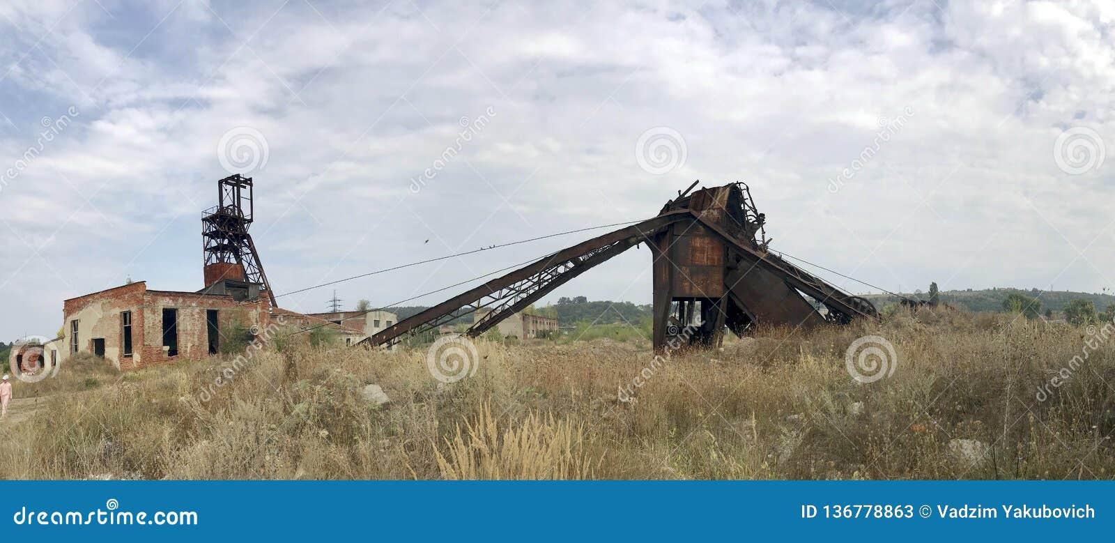 Zaniechane metal budowy solankowa kopalnia Ośniedziały metal, załamujący się poparcia
