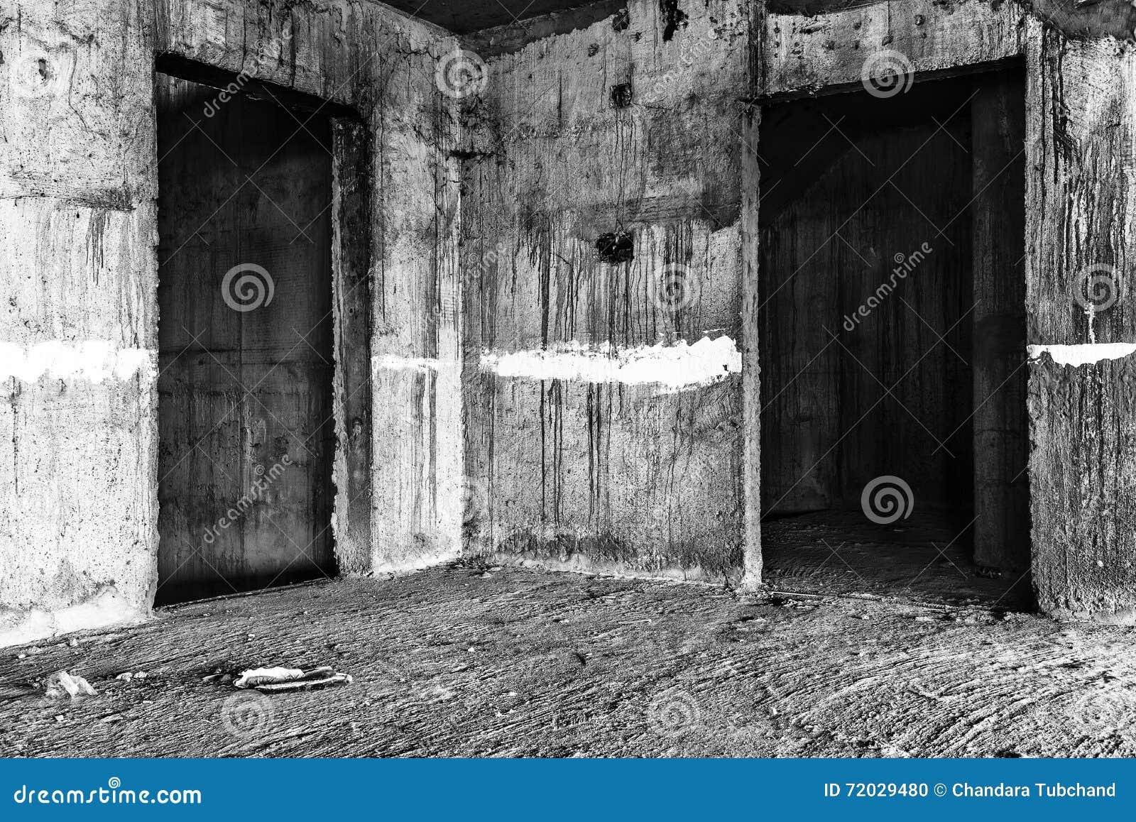 Zaniechanego budynku przerażający miejsce