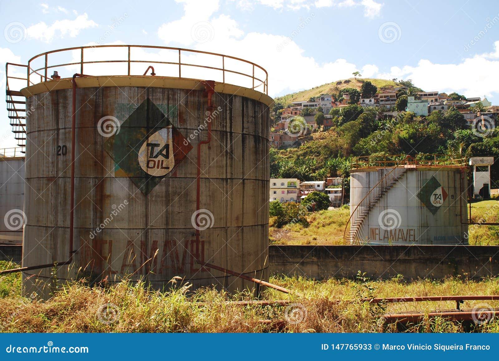 Zaniechani Nafciani zbiorniki w Vitoria, Brazil_04