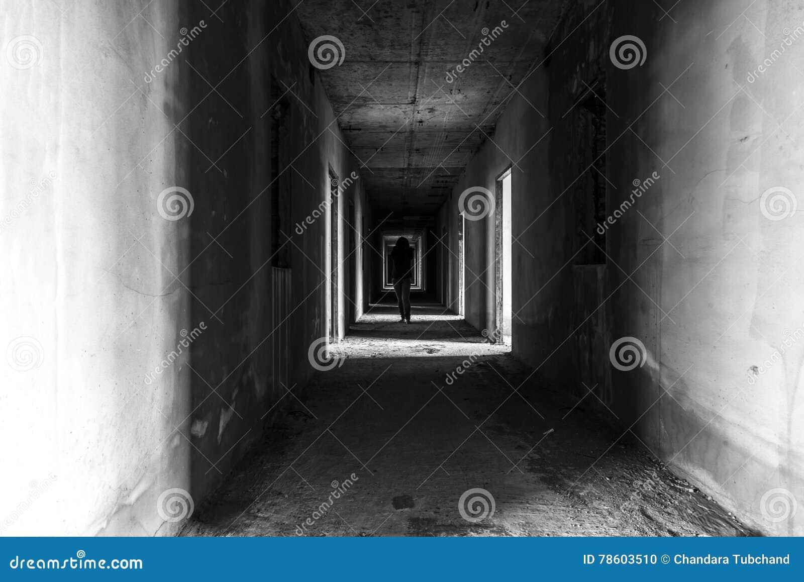 Zaniechany budynek z ducha odprowadzeniem w wallway