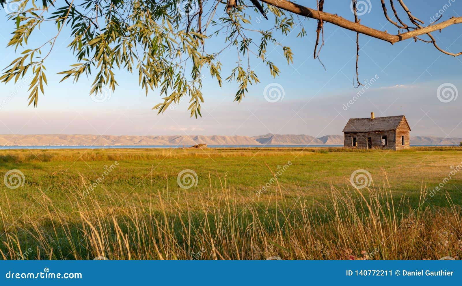 Zaniechany domowy pobliski Niedźwiadkowy jezioro, Utah