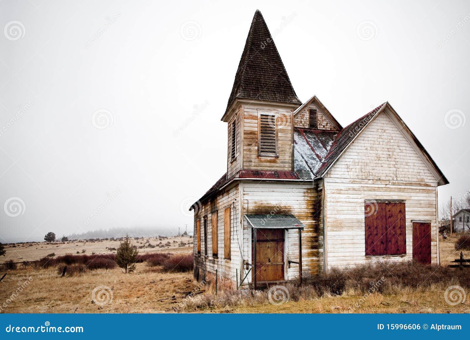 Zaniechany kościelny wiejski