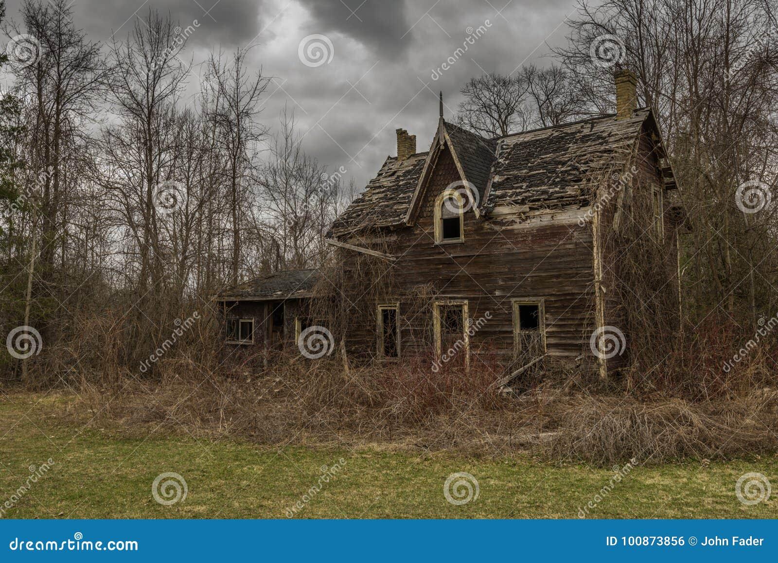 Zaniechany straszny stary dom
