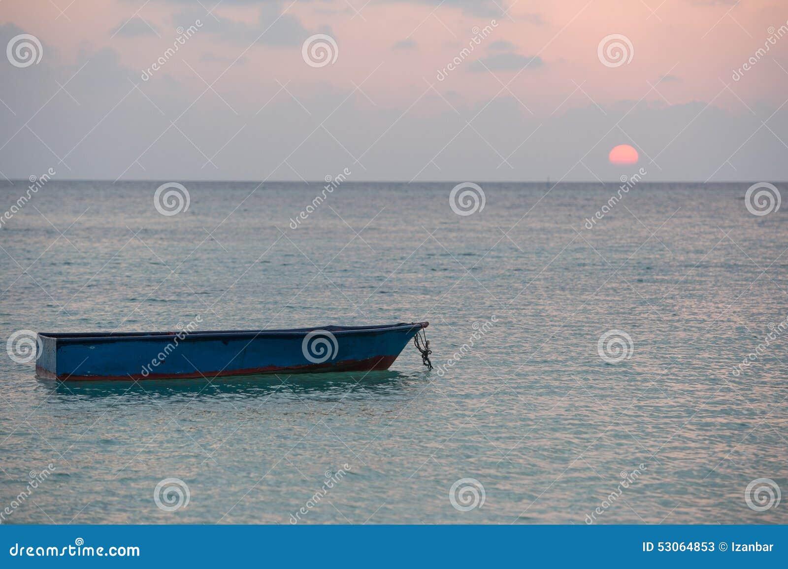Zaniechany zanurzający woooden łódź