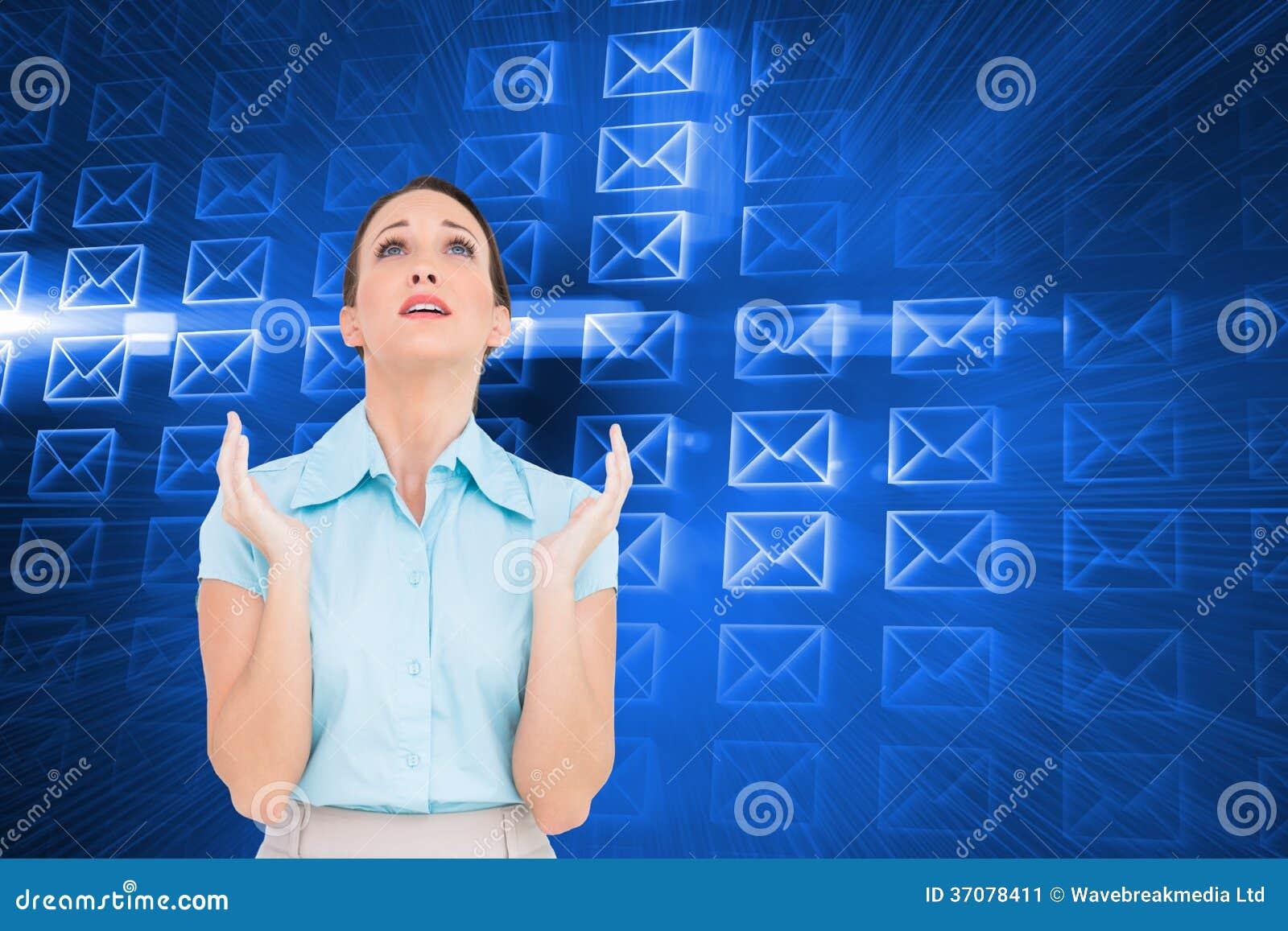 Download Zaniepokojony Młody Bizneswomanu Modlenie Obraz Stock - Obraz złożonej z promień, koszula: 37078411