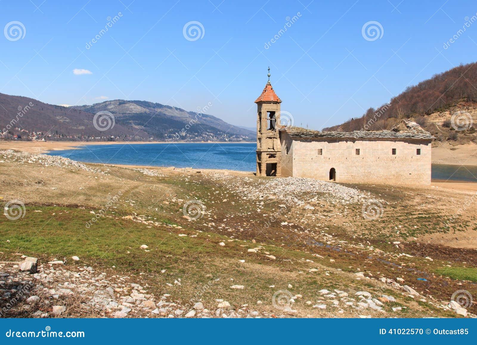 Zanurzający kościół Mavrovo jezioro, Macedonia