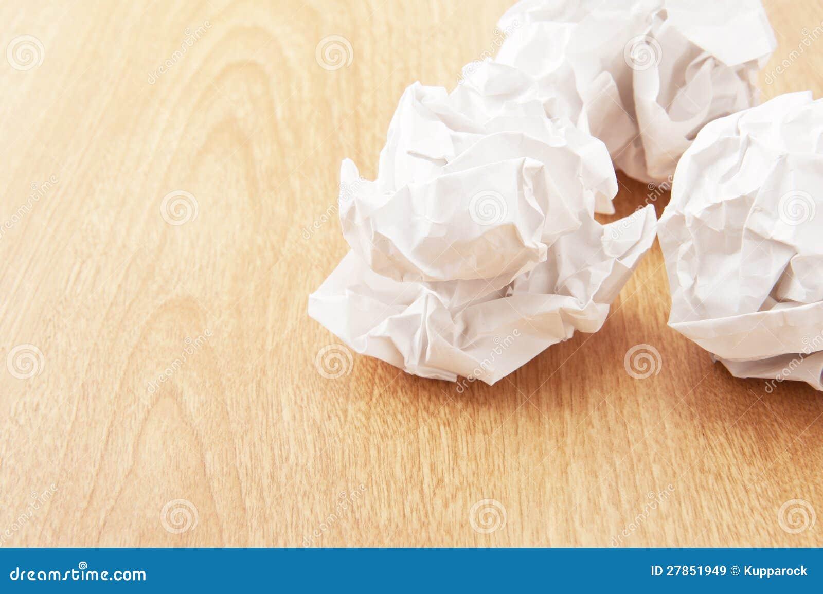 Zaokrąglony zmięty papier