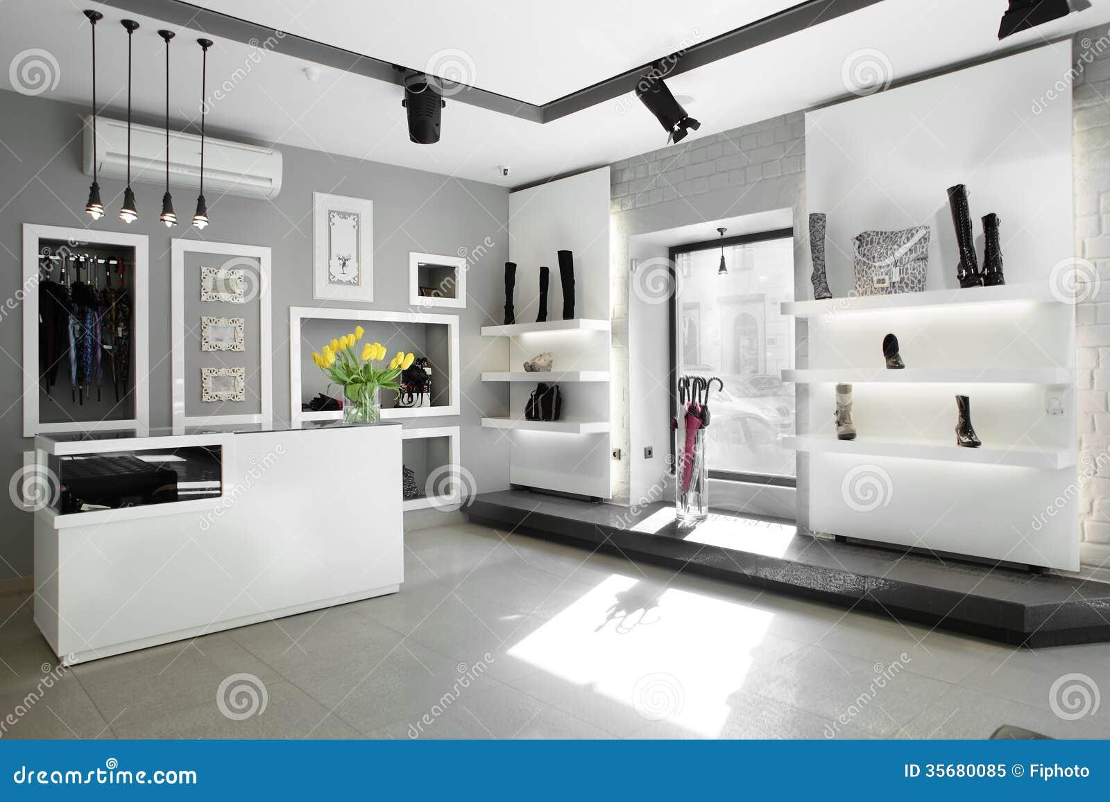 Zapater a de lujo con el interior brillante imagen de for Disenos de zapaterias modernas