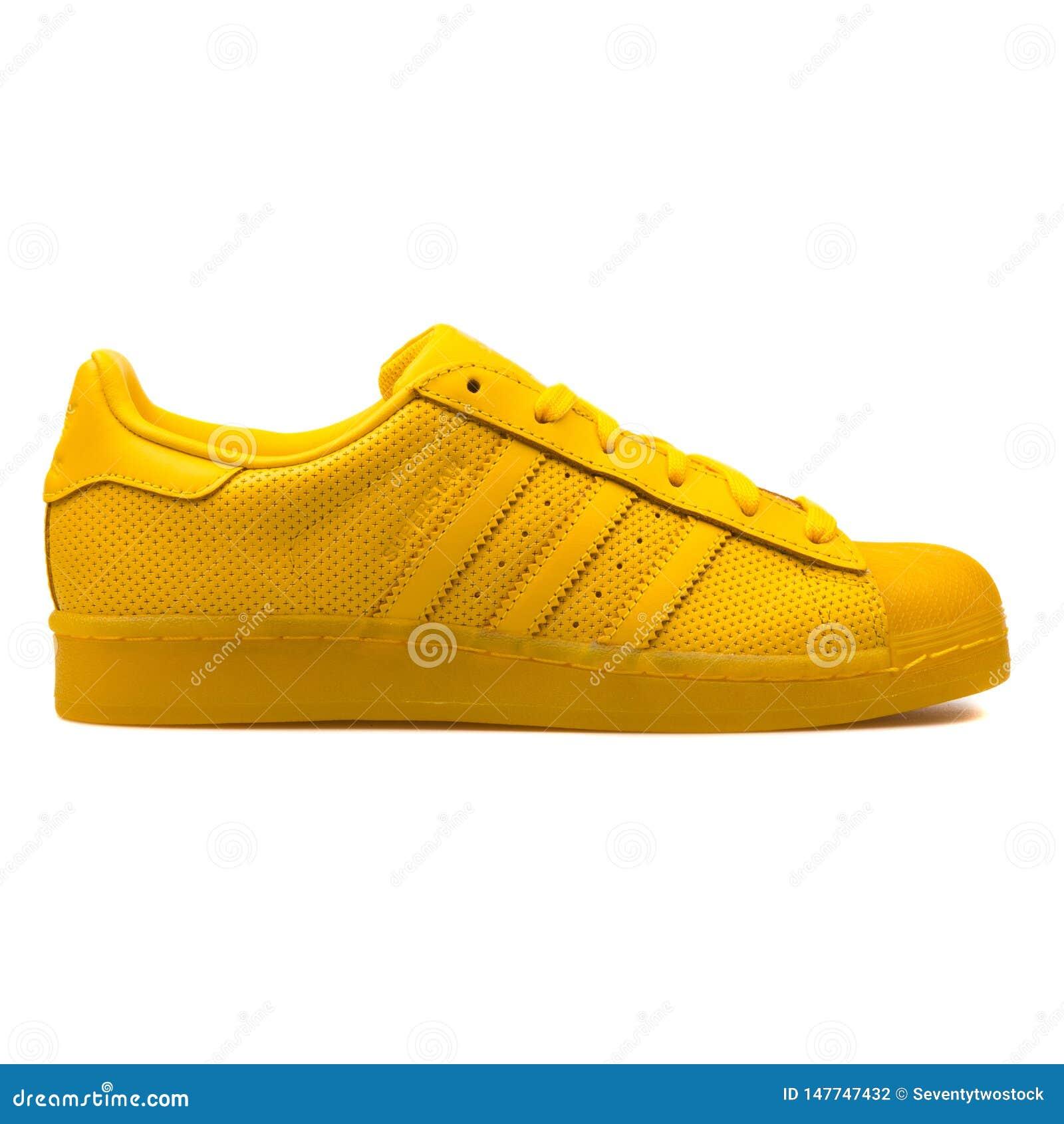 adidas originals amarilla
