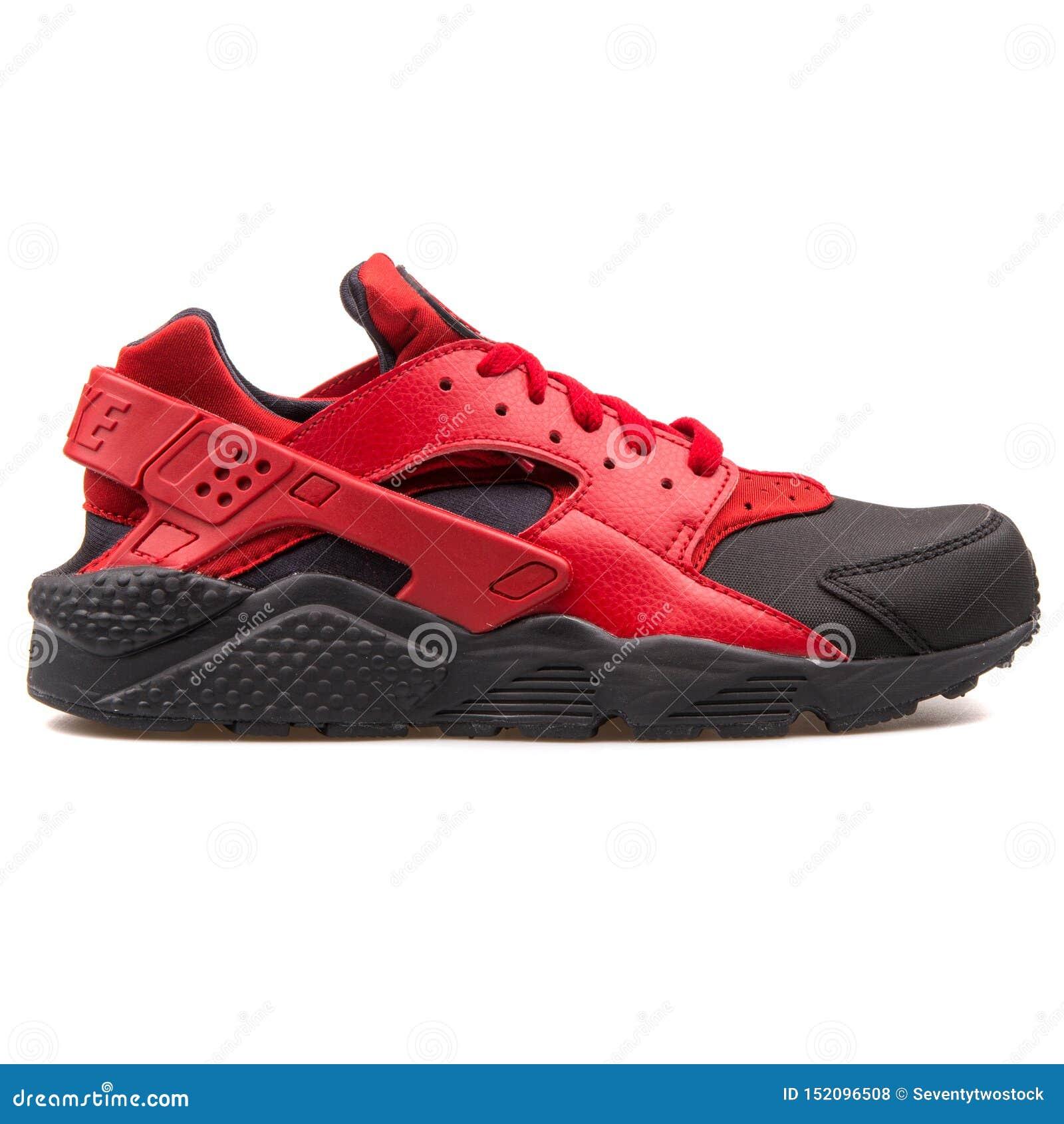angustia voz Depresión  Zapatilla De Deporte Roja Y Negra De Nike Air Huarache Run Premium Foto de  archivo editorial - Imagen de negra, zapatilla: 152096508