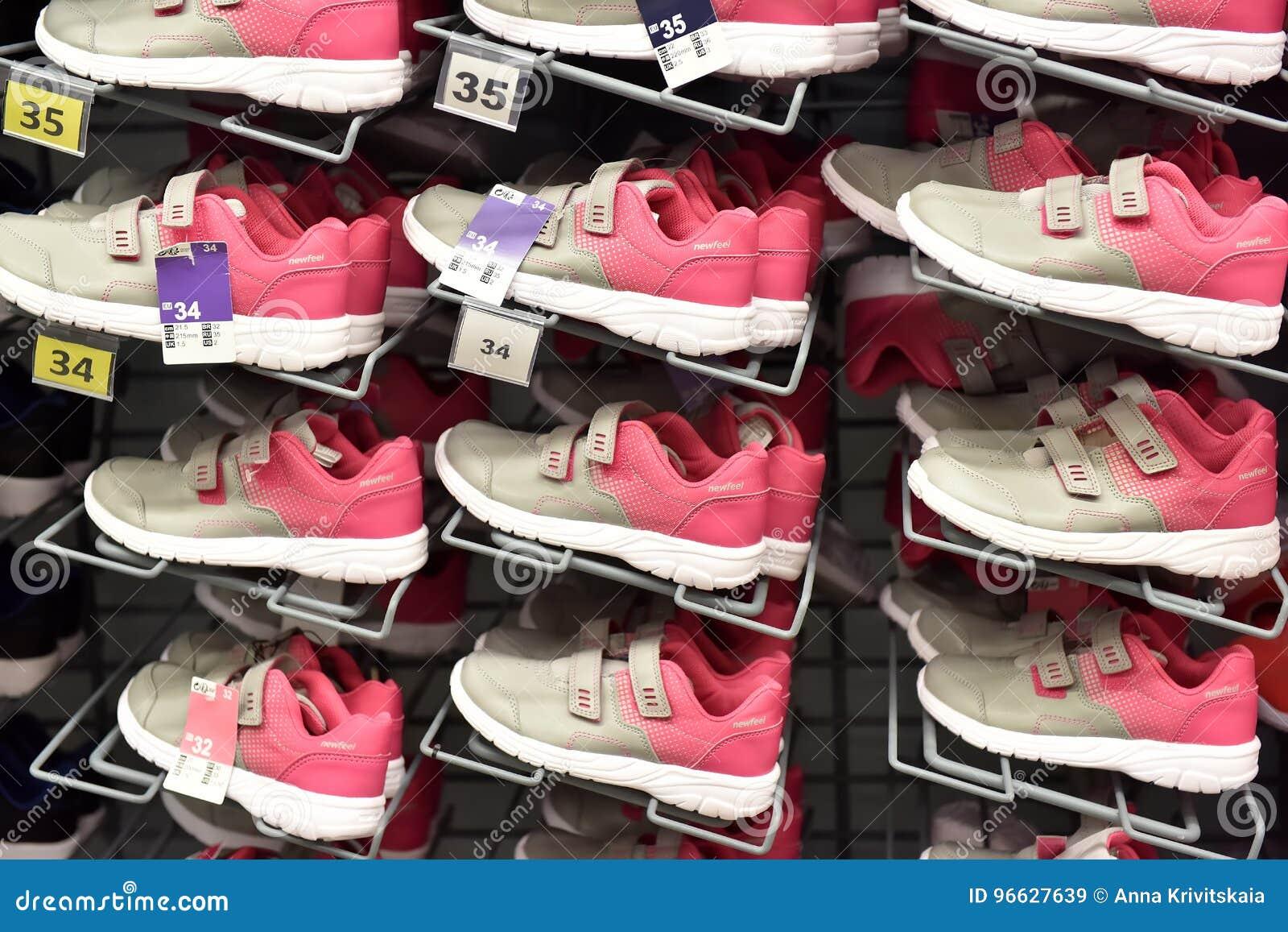 En Tienda Zapatillas Los Venta Deporte Imagen Una Deportes De rshQBotdCx