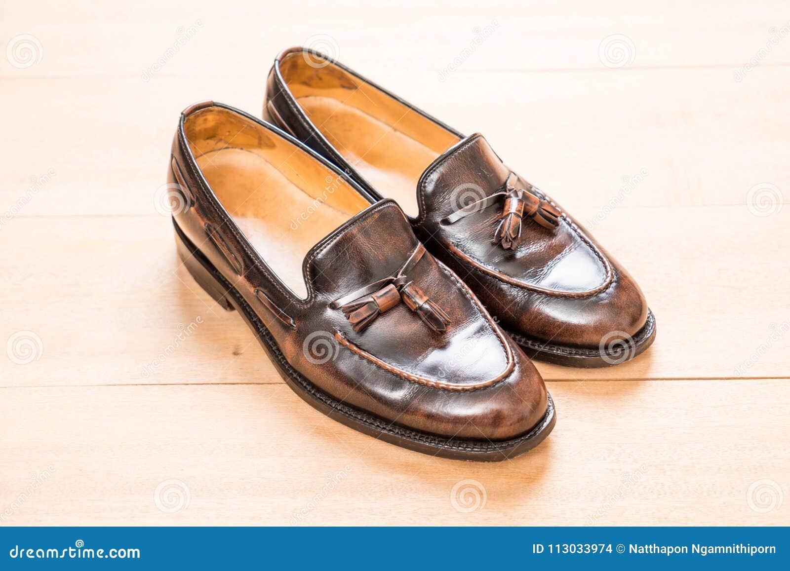 Zapato de cuero de los hombres