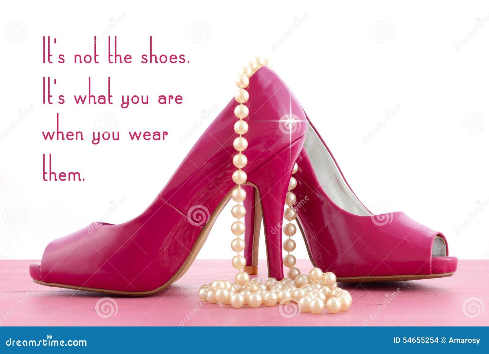Zapato del tacón alto con la inspiración linda y la cita divertida
