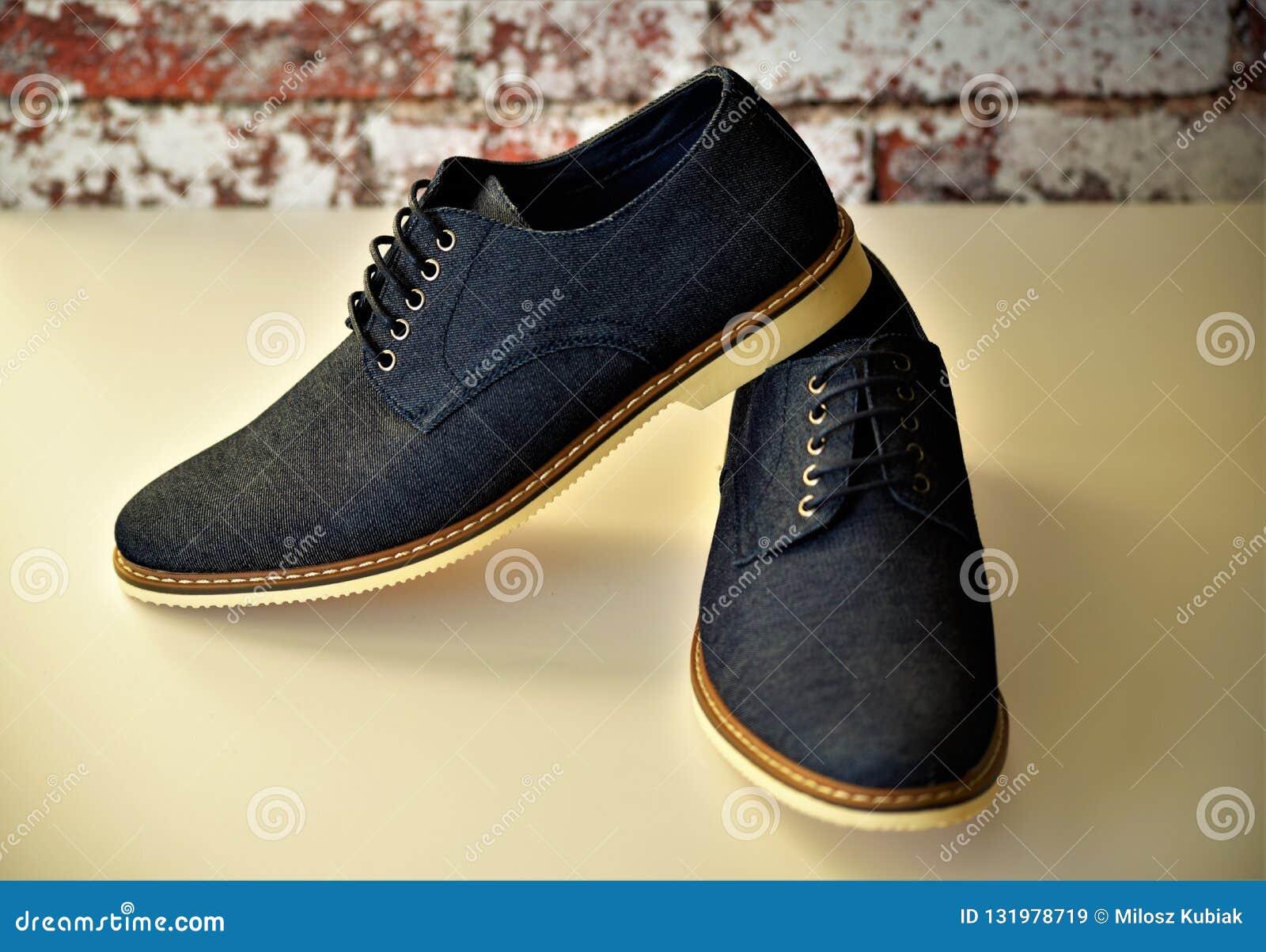Zapatos Azules Para Hombre Del Dril De Algodon Imagen De Archivo Imagen De Azules Hombre 131978719