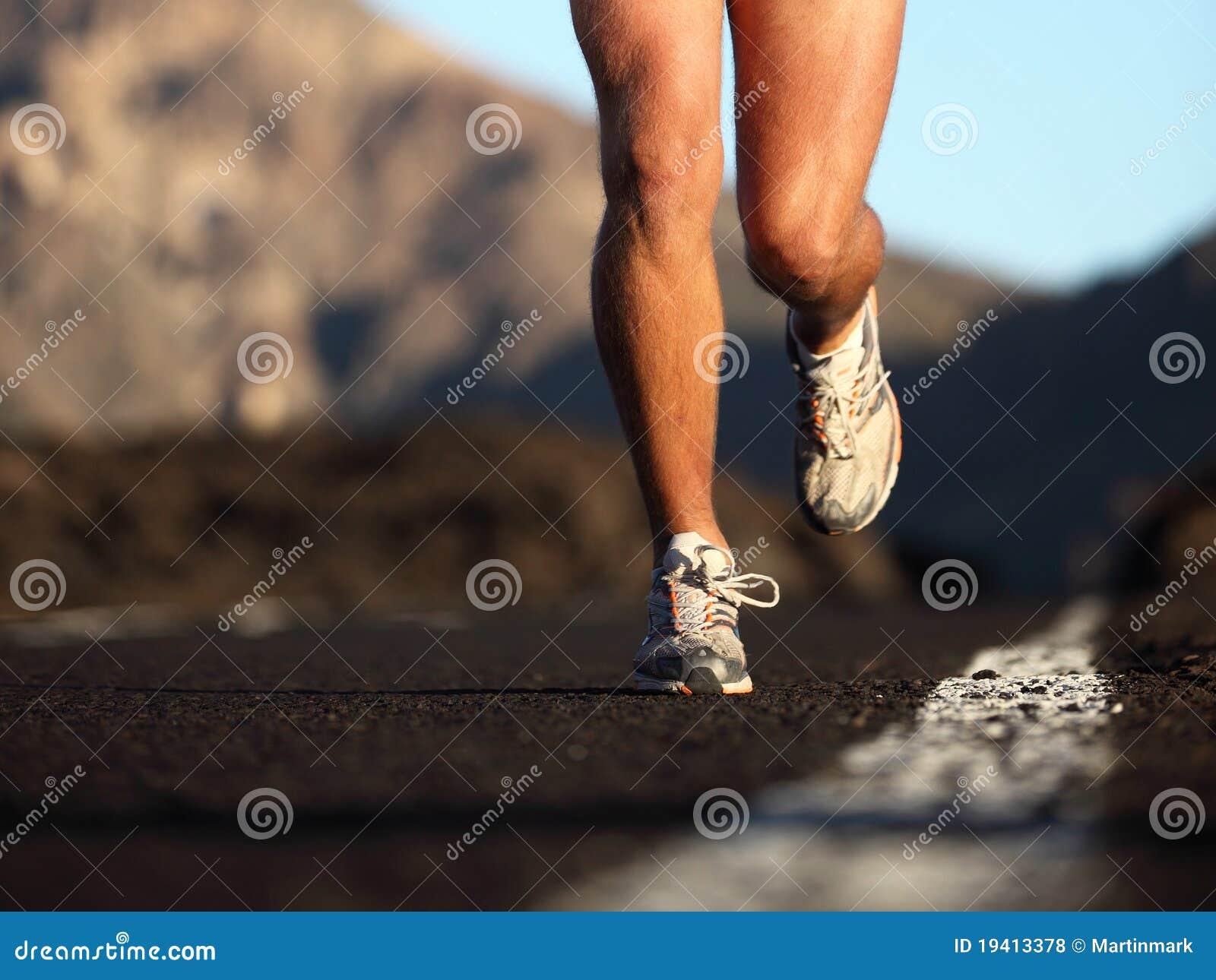 Zapatos corrientes del deporte