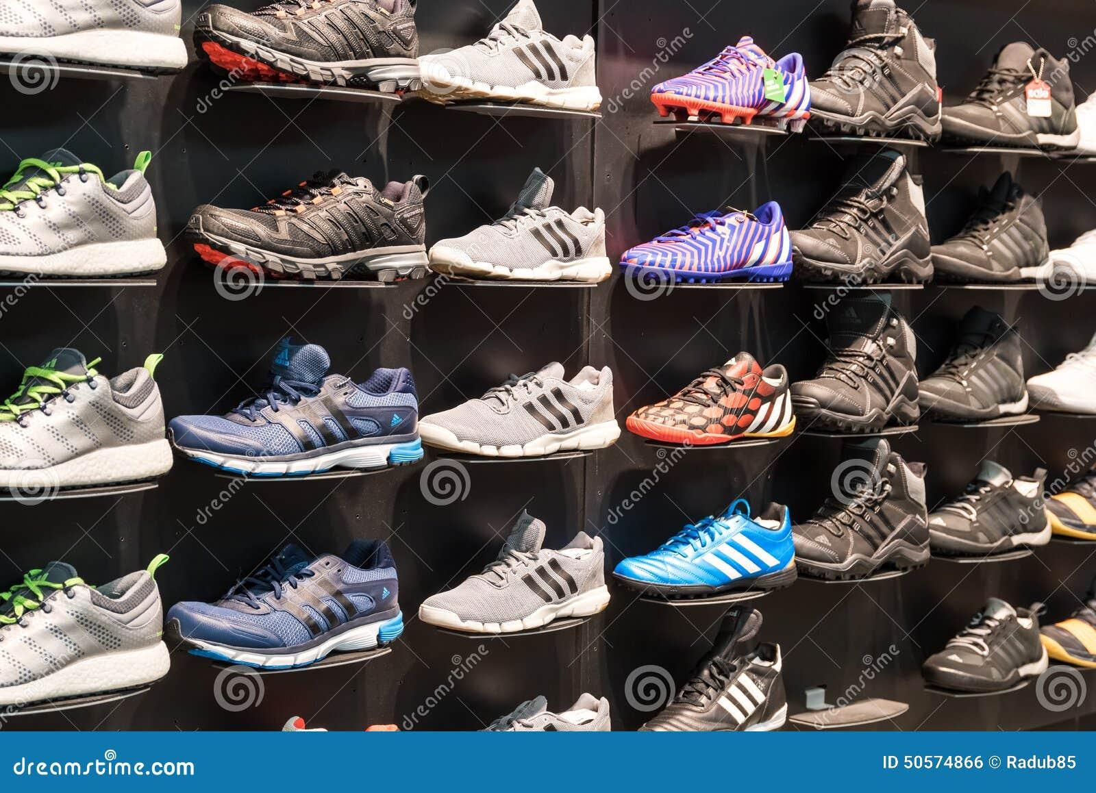 Adidas Exhibición De La Foto Editorial Zapatería Zapatos En P0wOkXnN8Z