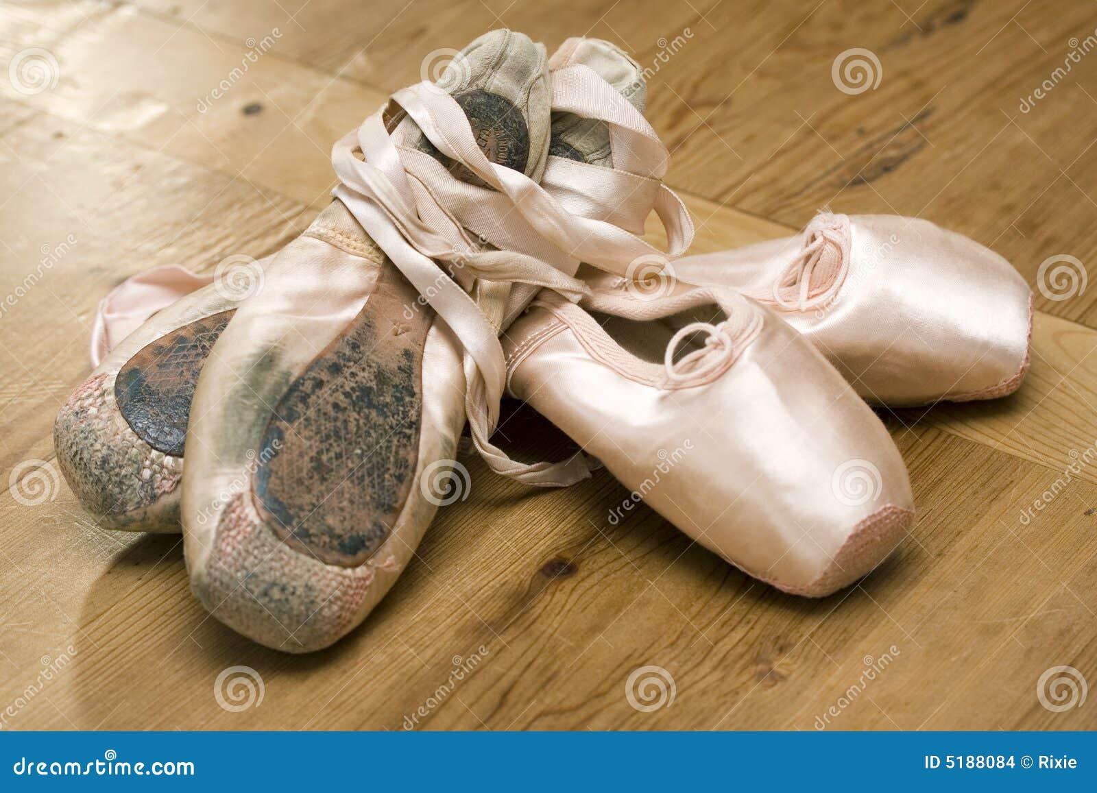 Zapatos viejo y joven