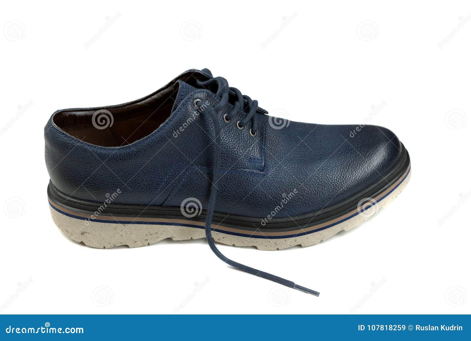 4807288aa4 Zapatos de cuero elegantes del ` s de los hombres Aislante en el fondo  blanco