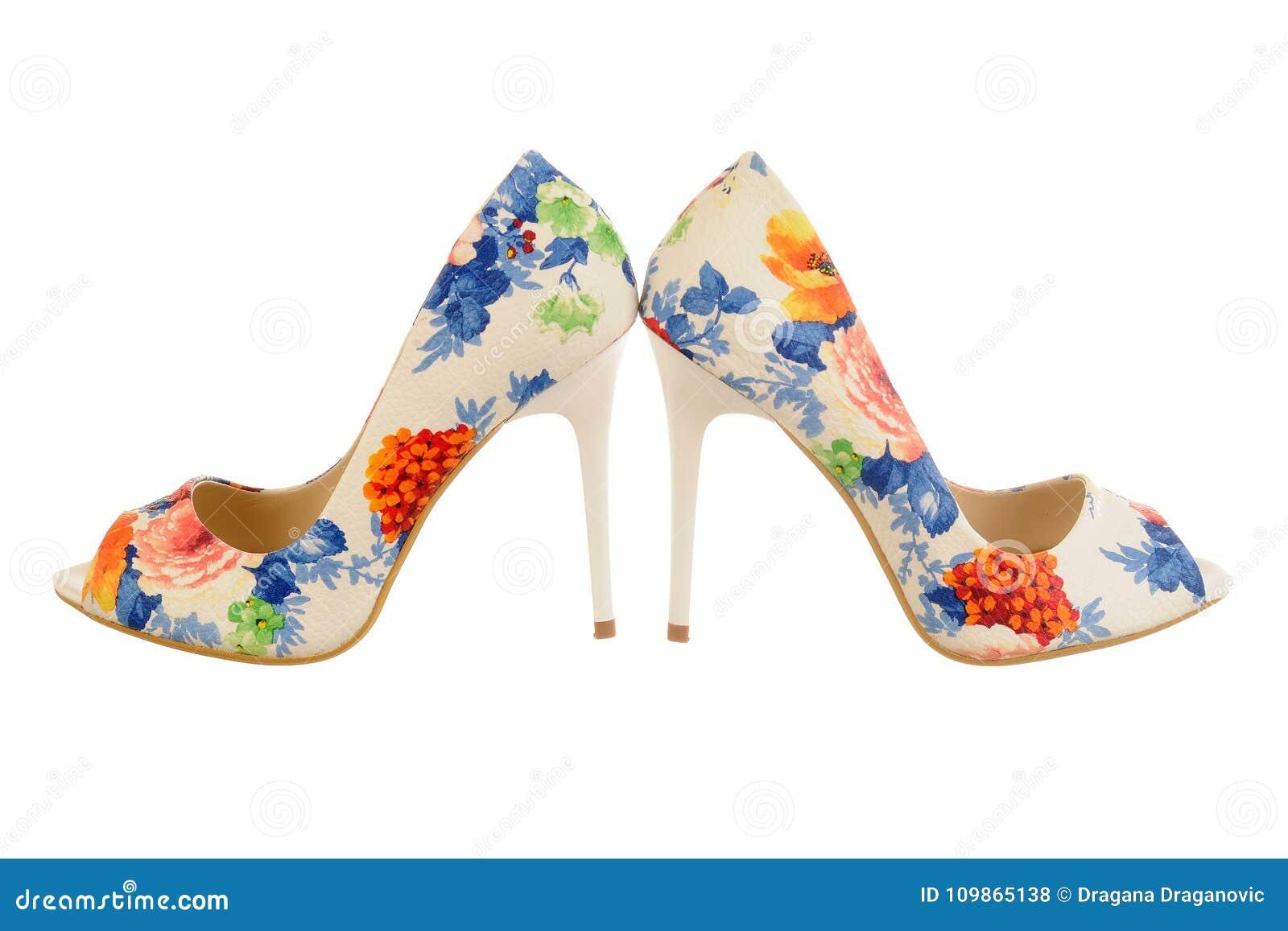 Zapatos De Las Mujeres Del Tacon Alto Del Estampado De Flores Foto