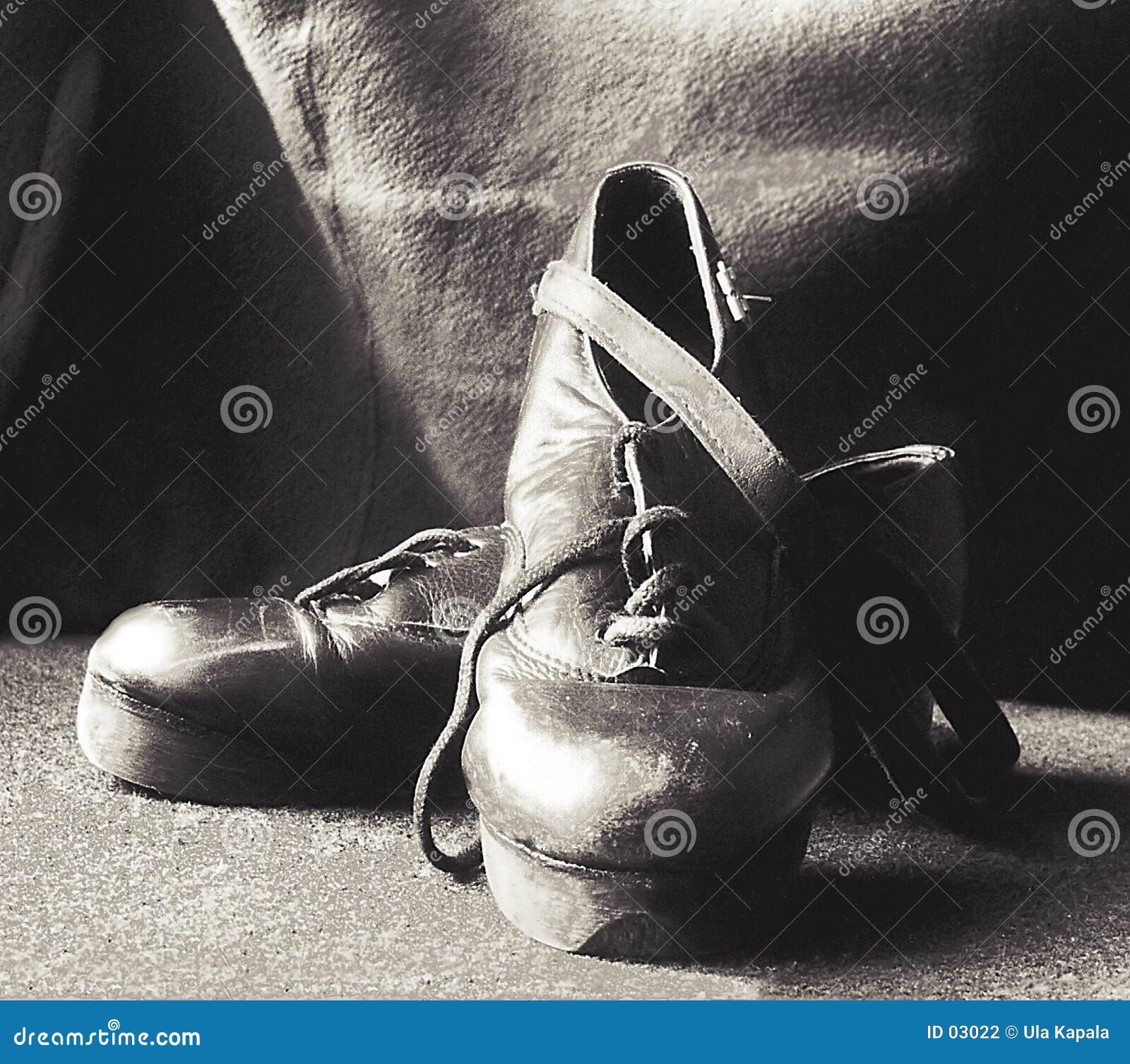 Zapatos del escalonamiento