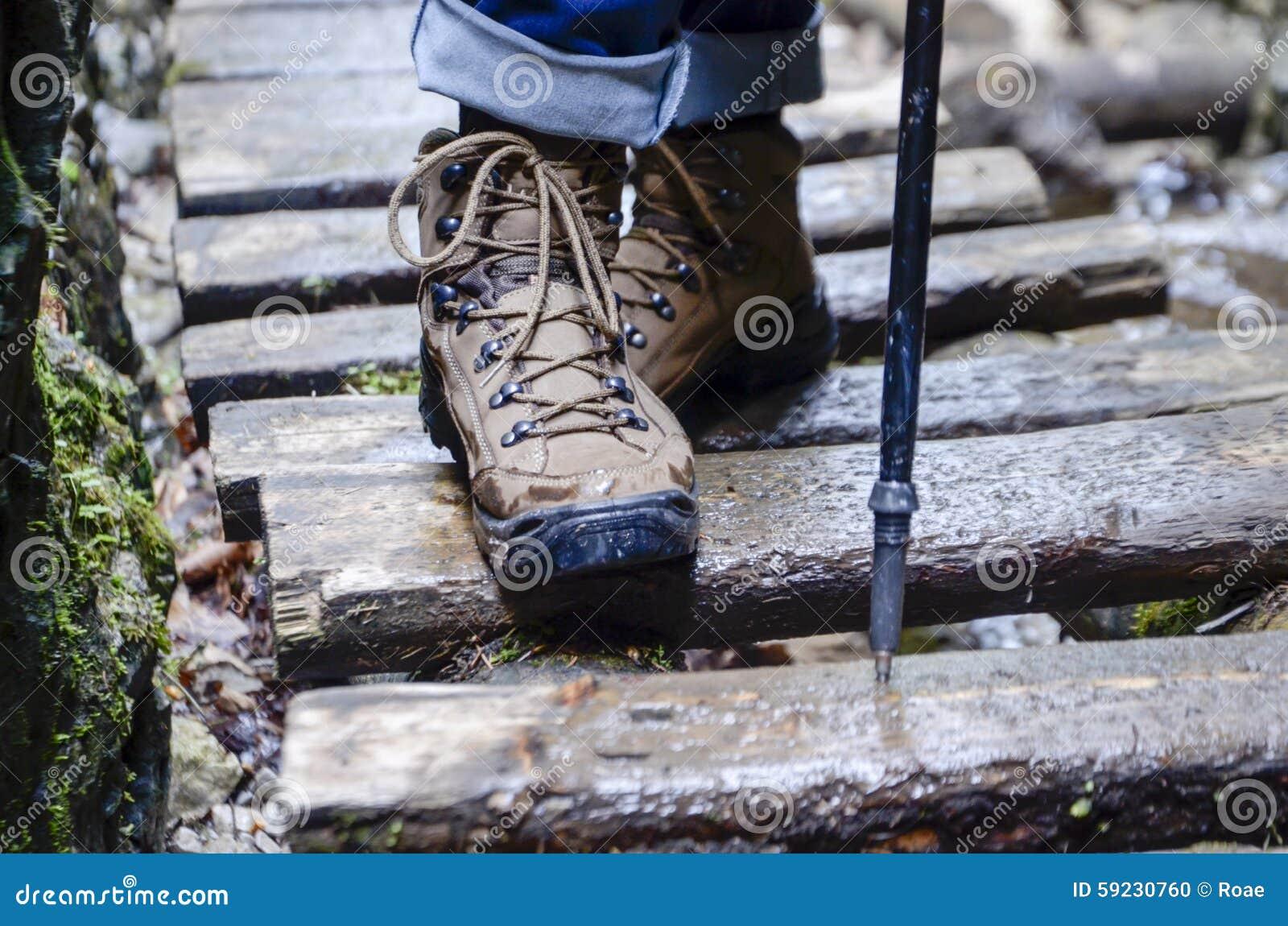 Zapatos del senderismo - caminar botas