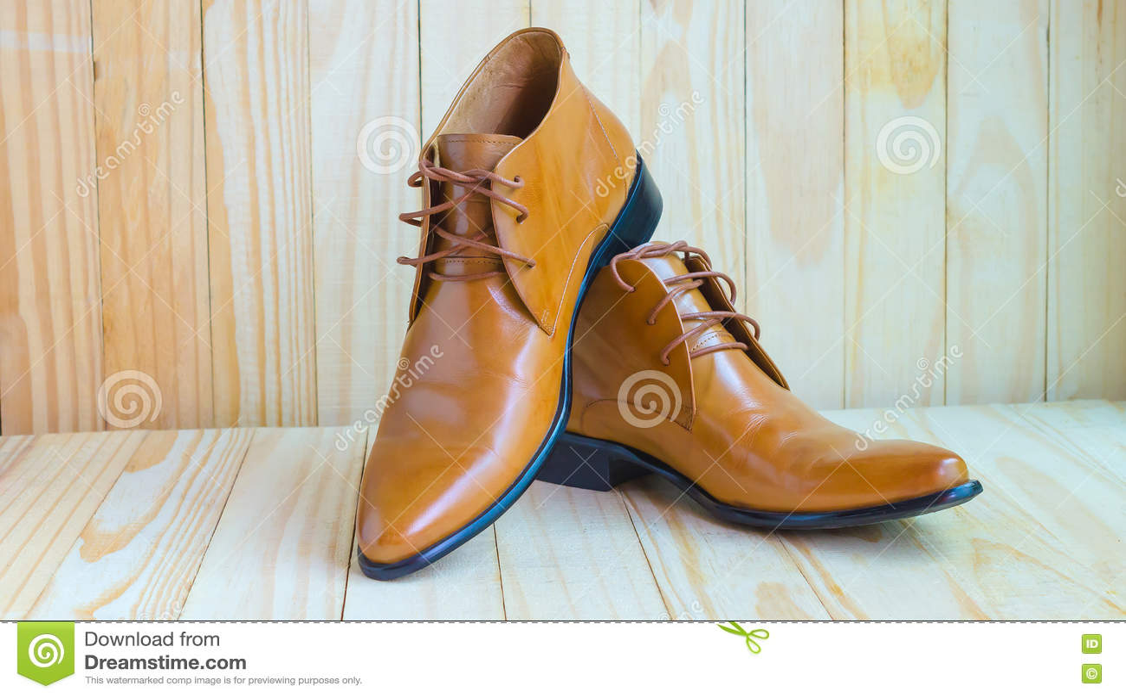 Zapatos Oxford marrones de fondo en de madera clásicos qqHaw78T