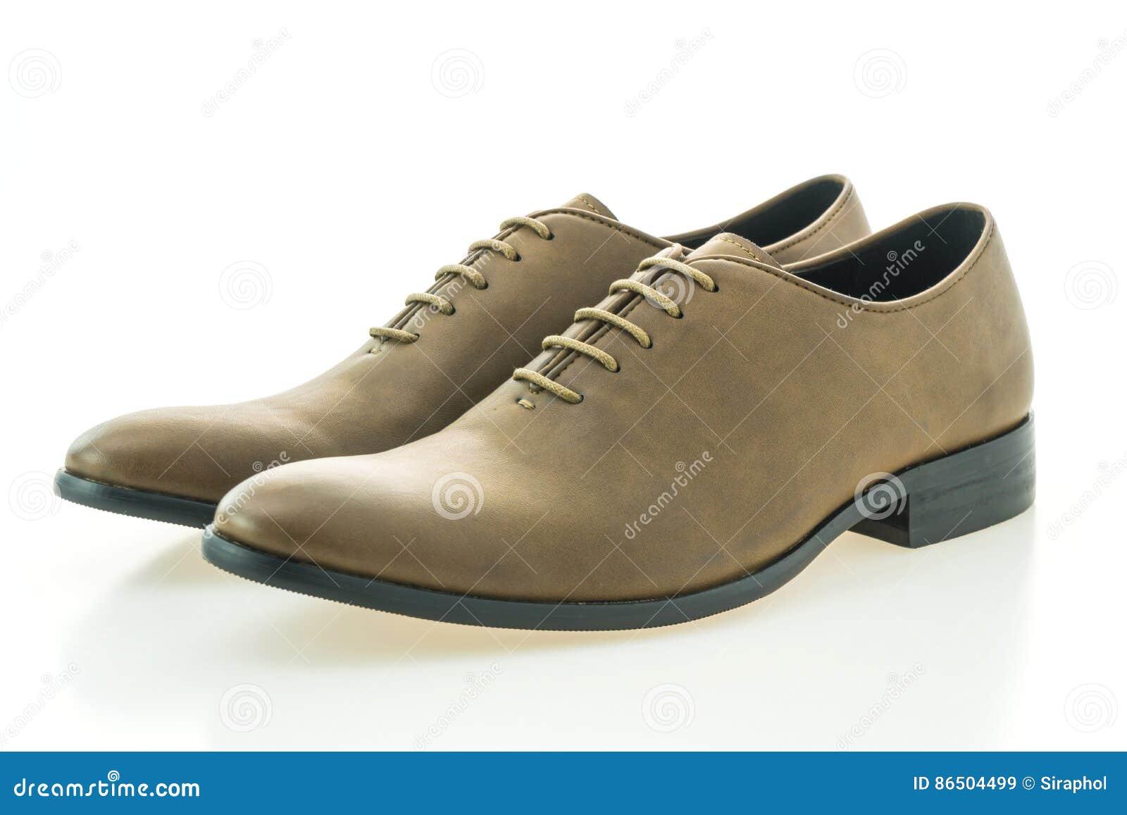 fe65ebd0de Zapatos marrones de cuero hermosos de los hombres de la elegancia y del  lujo aislados en el fondo blanco