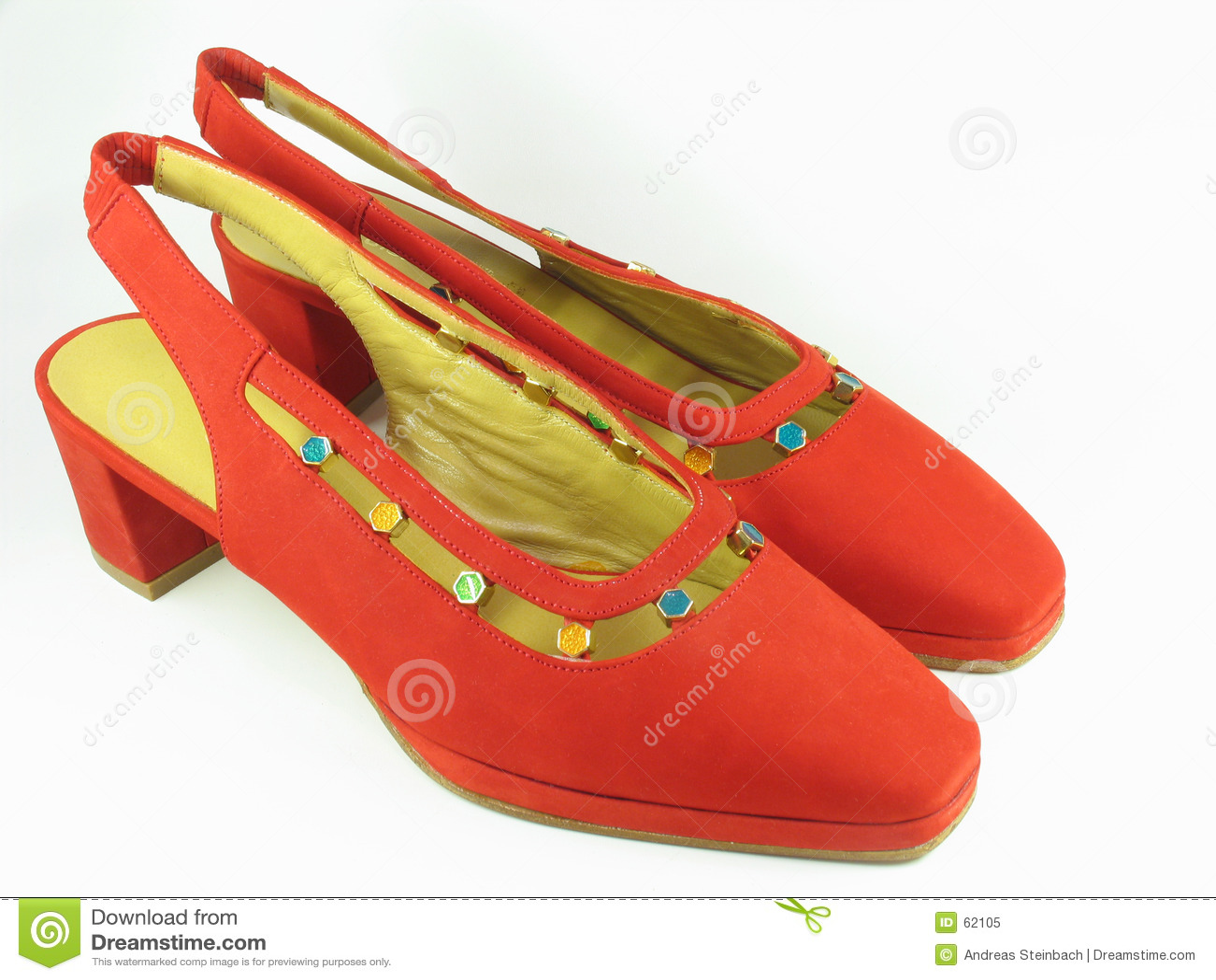 Zapatos rojos del ante de las señoras