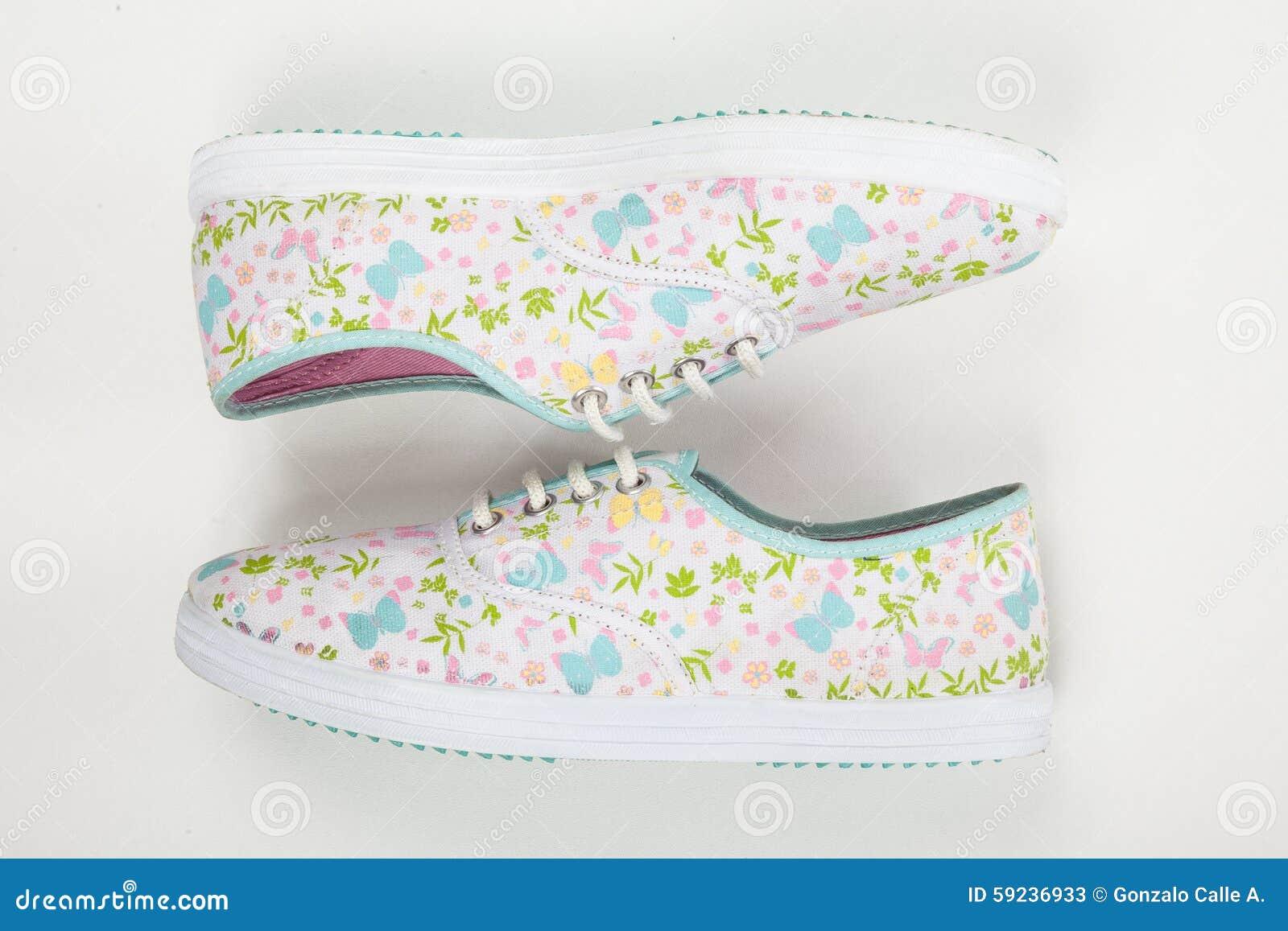 Download Zapatos Tenis Para Las Mujeres En El Fondo Blanco Imagen de archivo - Imagen de running, extremo: 59236933