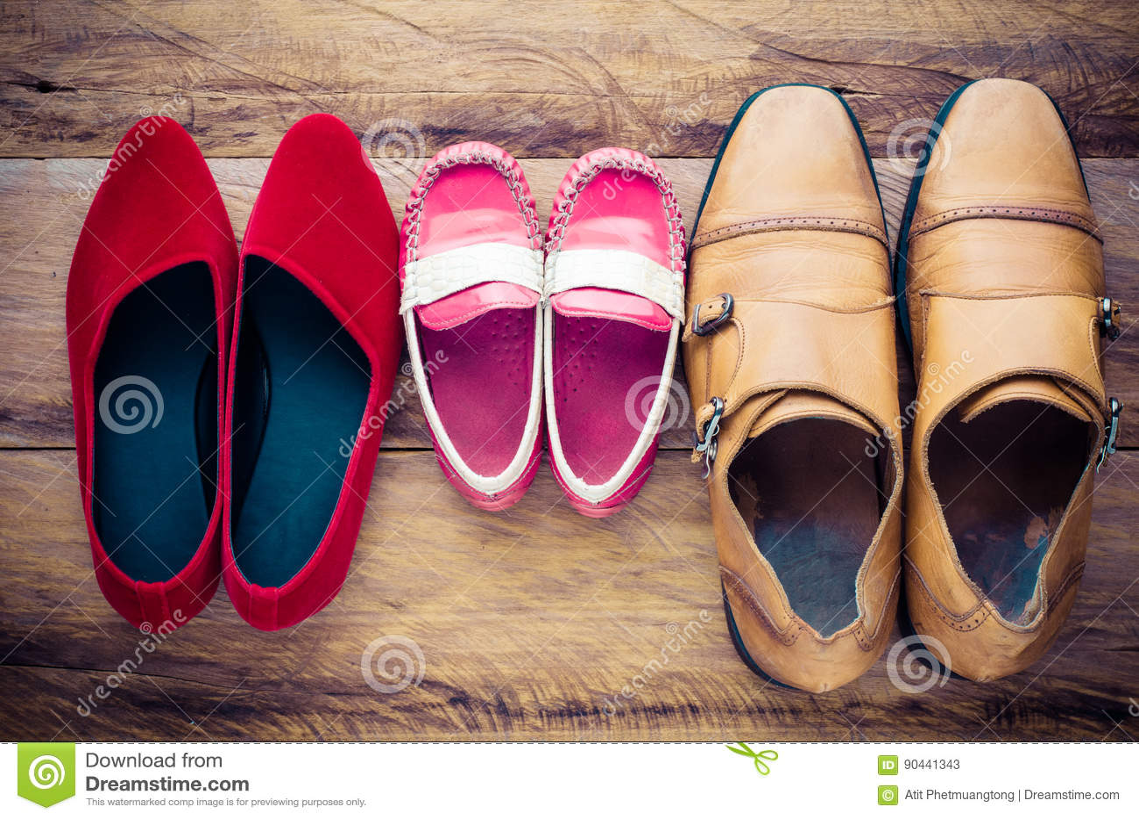 Zapatos, Tres Pares De Papá, Mamá, Hijo El Concepto De