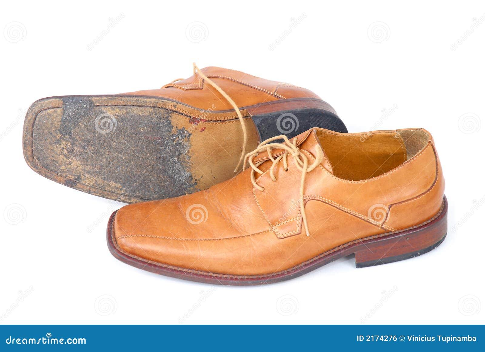 Zapatos usados de los hombres de negocios