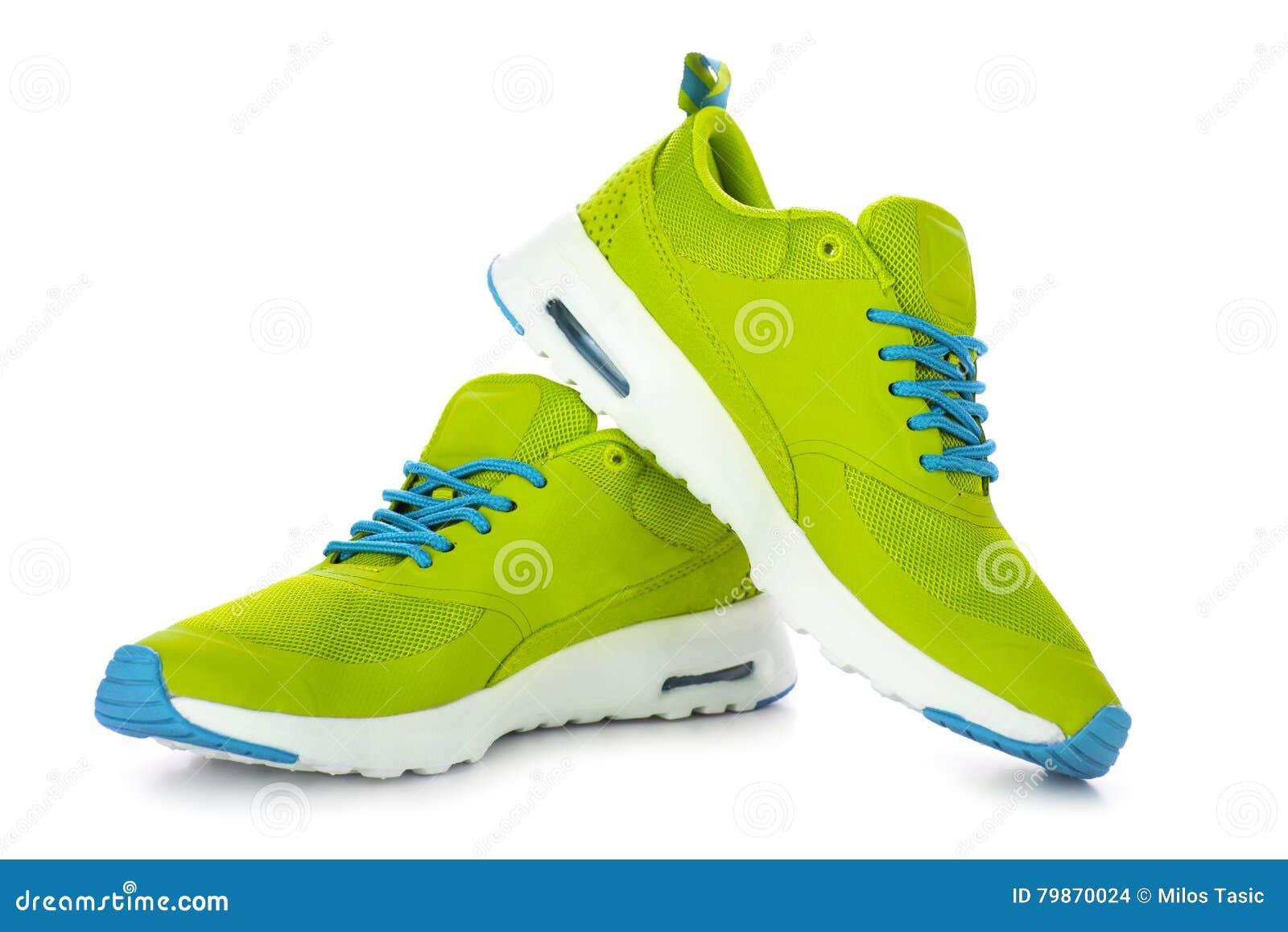 f10dfbb2d0 Zapatos verdes del deporte foto de archivo. Imagen de frente - 79870024