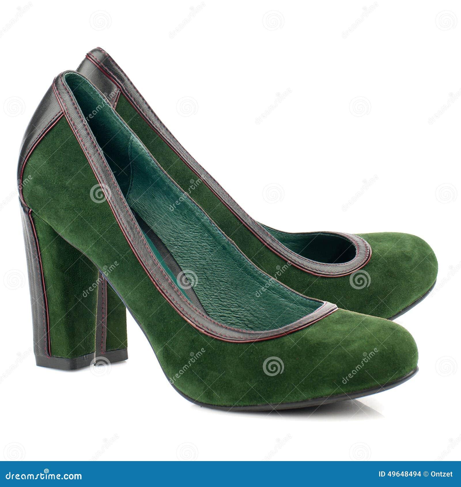 81cd8401ca3f Zapatos Verdes Del Tacón Alto Aislados En El Fondo Blanco Foto de ...