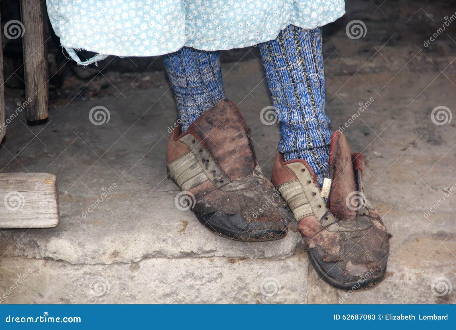 Zapatos viejos y rasgados