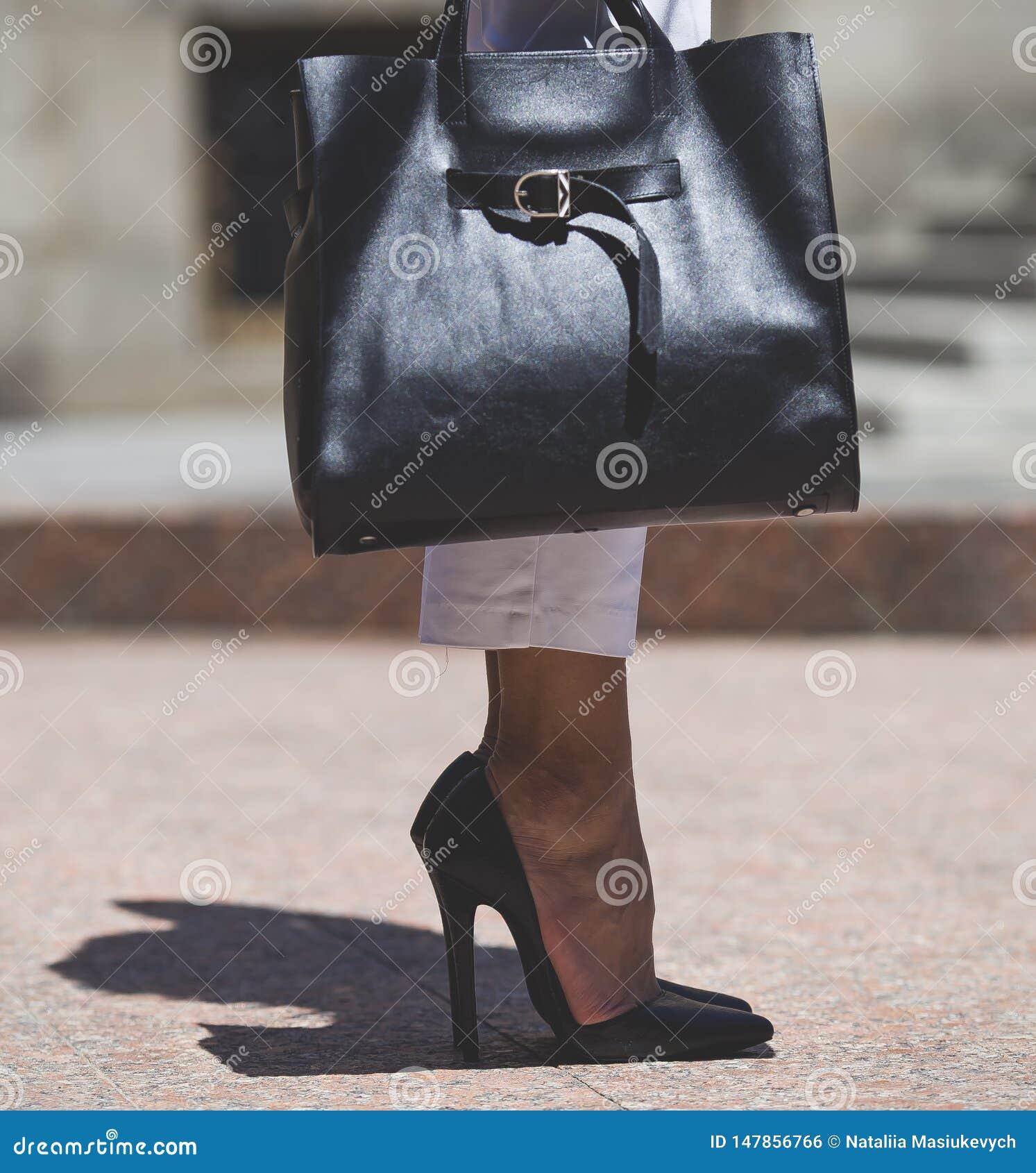 Zapatos y bolso del estilo