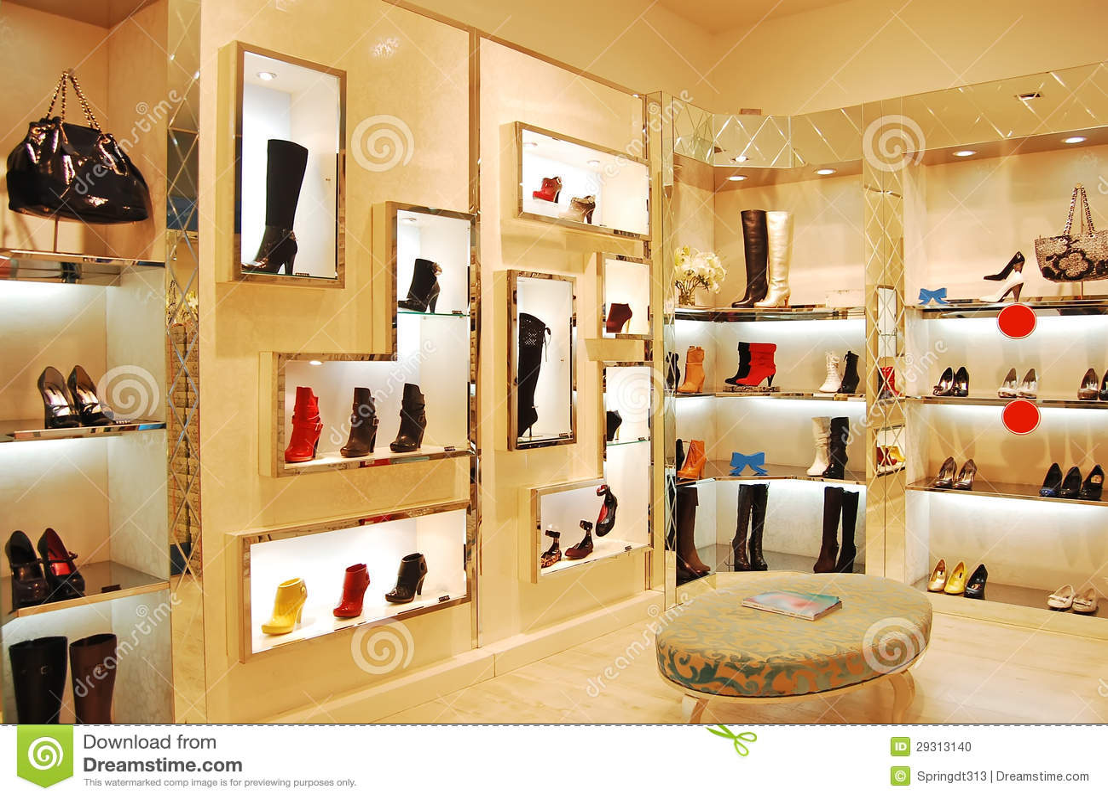 Zapatos y bolsos en tienda foto de archivo imagen 29313140 for Decoracion de interiores zapaterias