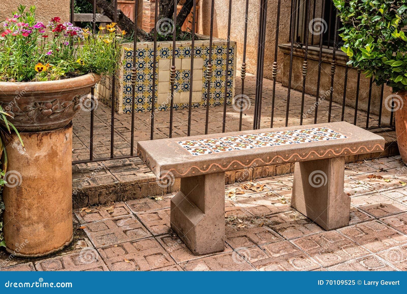 Zapraszająca ławka, Tlaquepaque w Sedona, Arizona