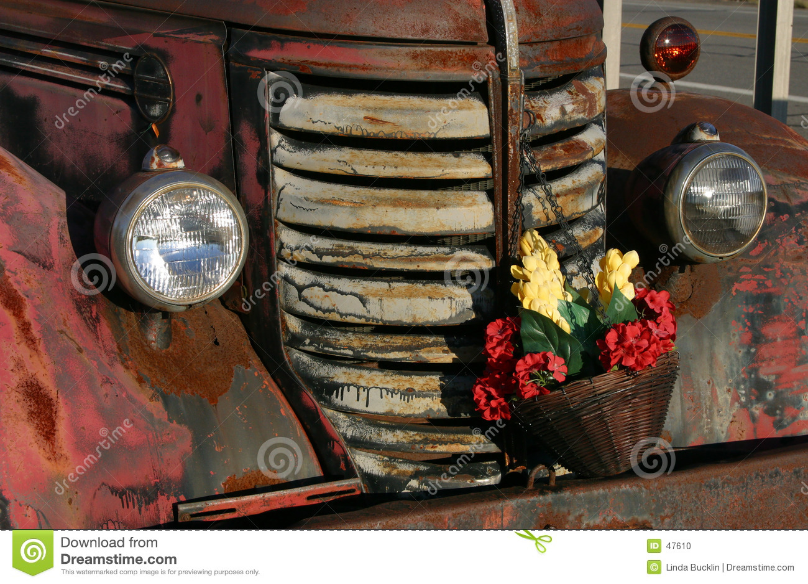 Zaschnięta kwiat ciężarówka antyk