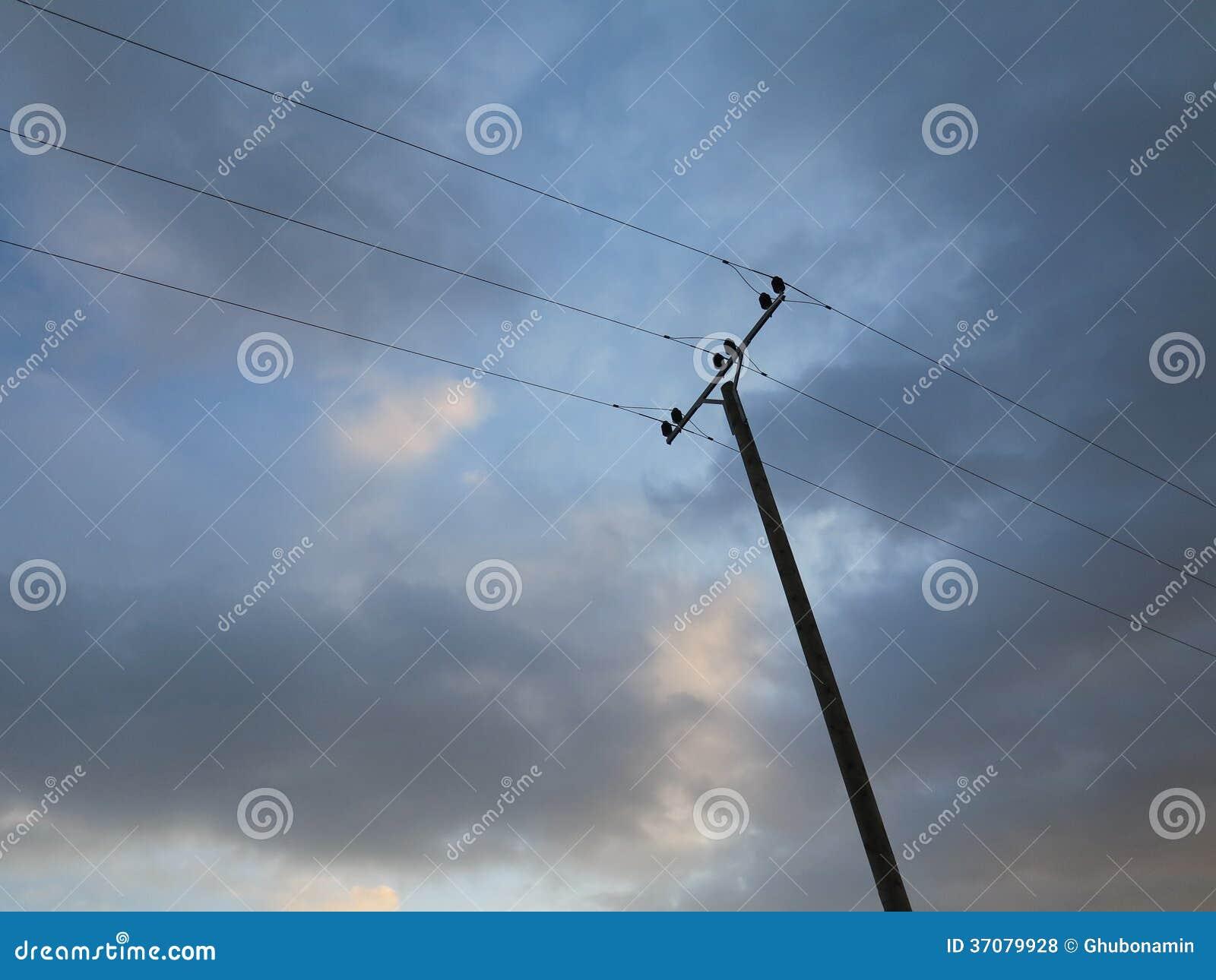 Download Zasilanie elektryczne słup zdjęcie stock. Obraz złożonej z elektryczność - 37079928