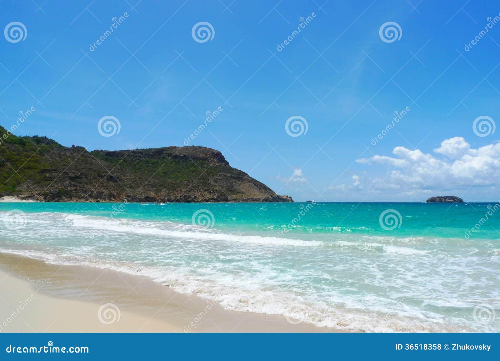Zasolona plaża przy St. Barts, Francuscy Zachodni Indies