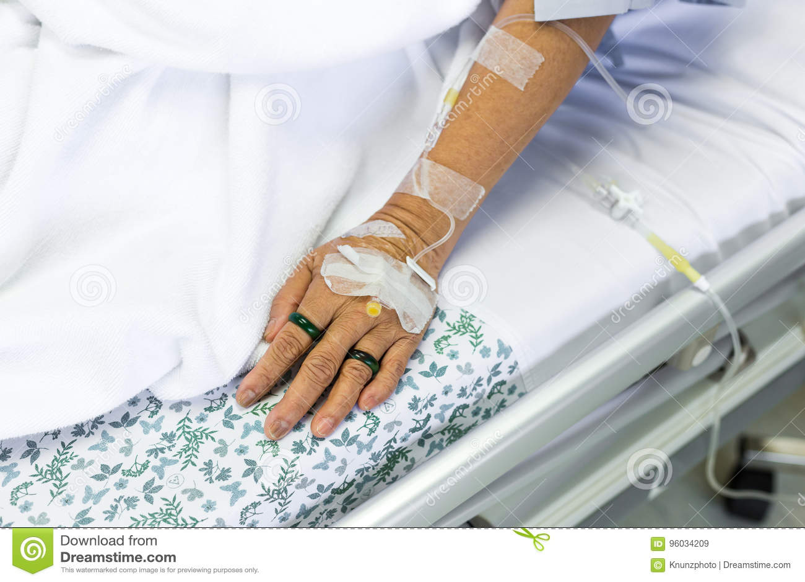 Zasolony rozwiązanie cierpliwa ręka