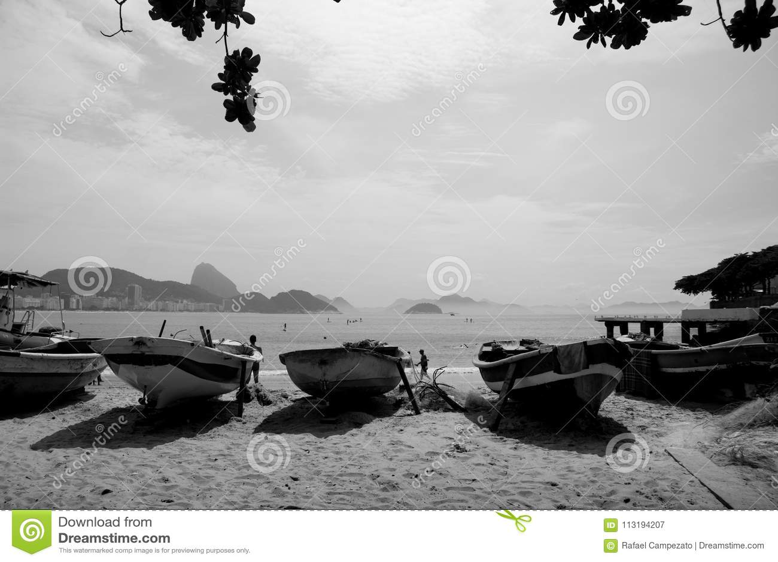 Zatłoczony łódkowaty parking parkująca strona strona - obok -