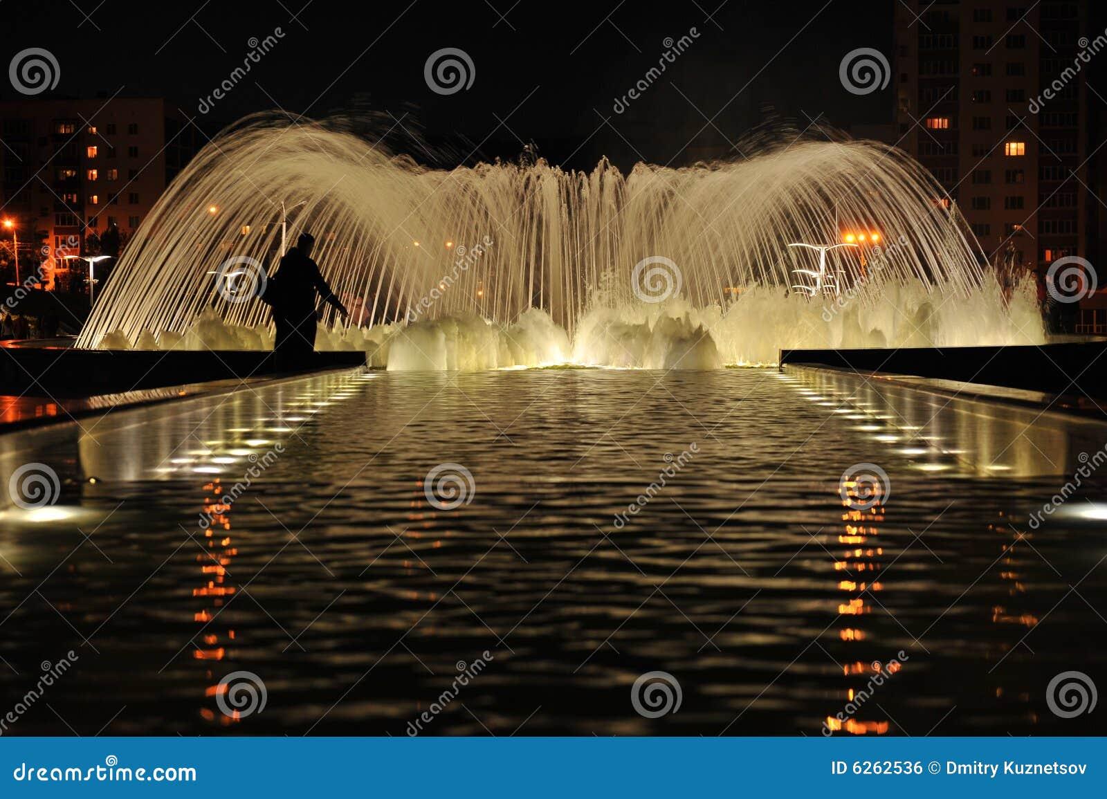 Zaufaj noc fontanny przyjaźń