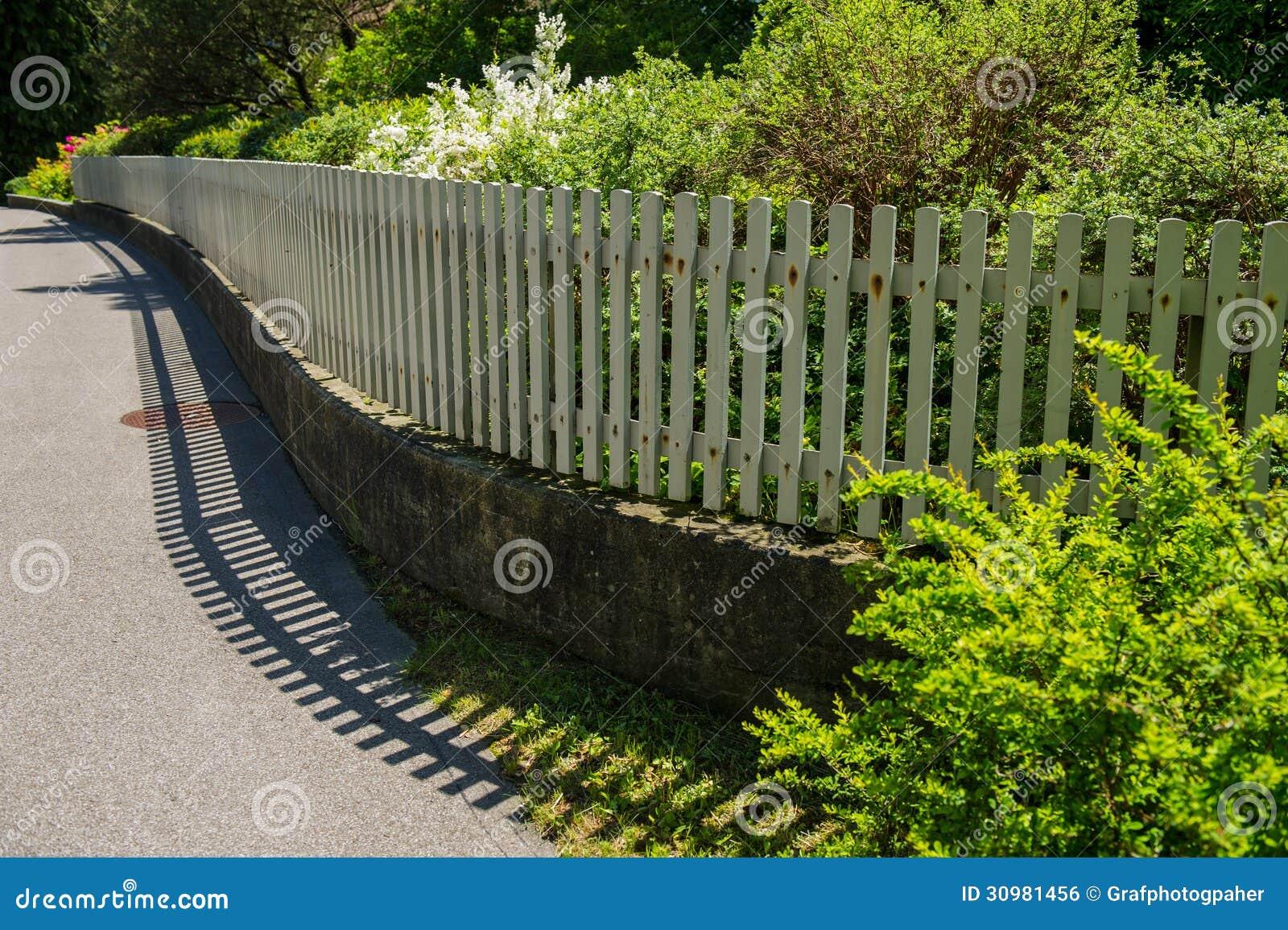 zaunschutz stockfoto. bild von ansicht, sommer, tageslicht - 30981456