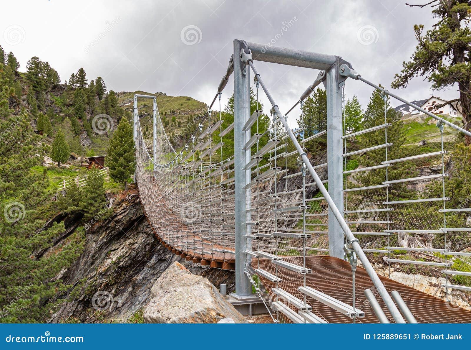 Zawieszenie most nad Plima wąwozem, Martell dolina, Południowy Tyrol